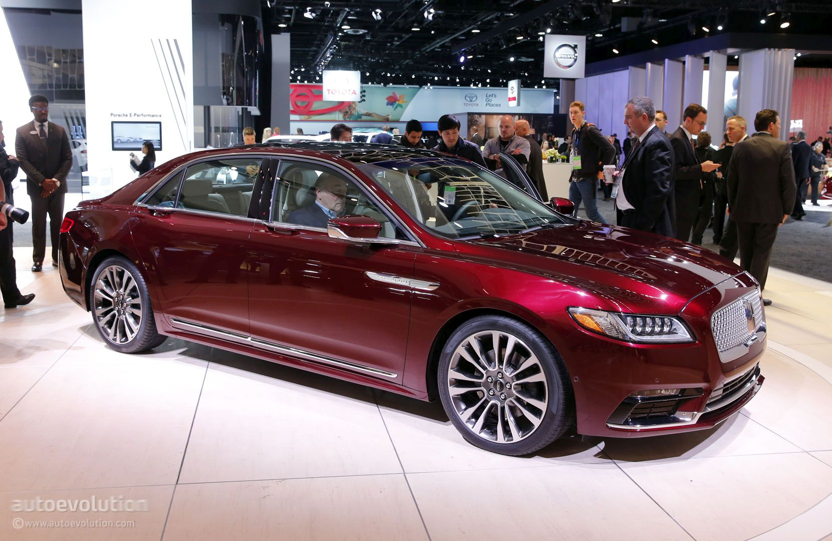 2017 Lincoln Continental Shows 400 HP, 400 LB-FT V6 in Detroit ...
