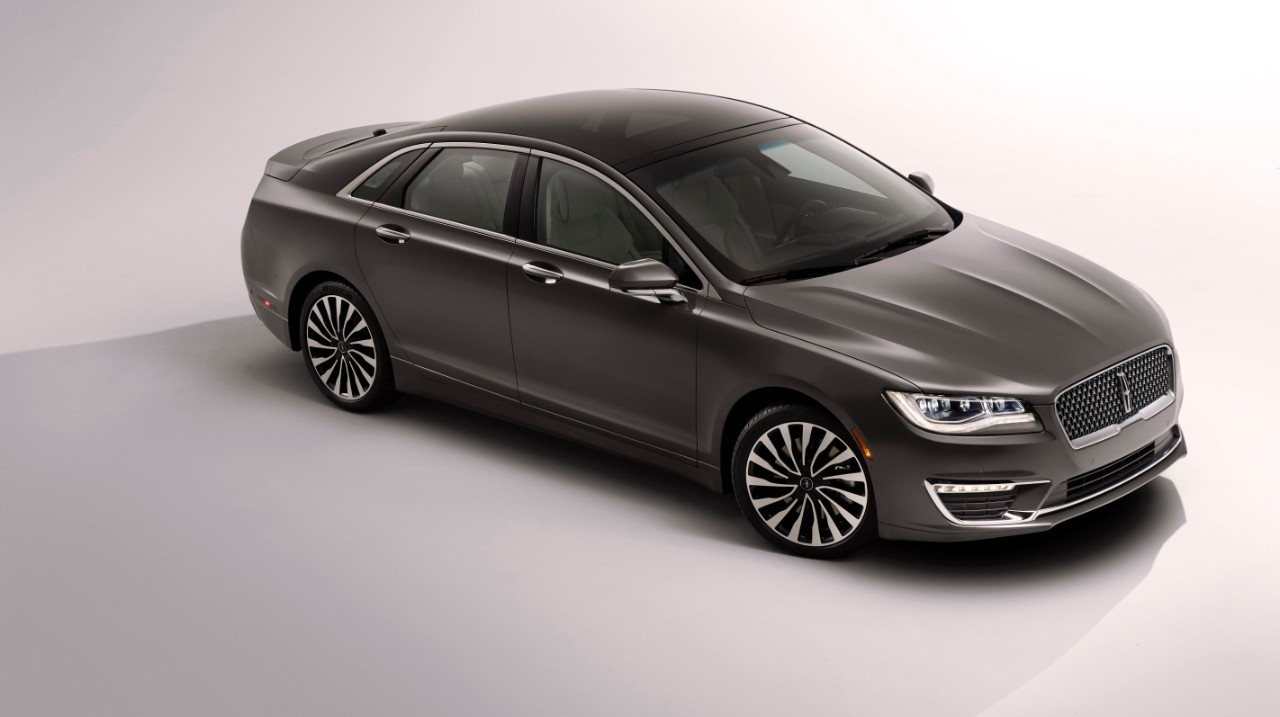 2017 Lincoln MKZ Tries Too Hard to Look Better than the ...