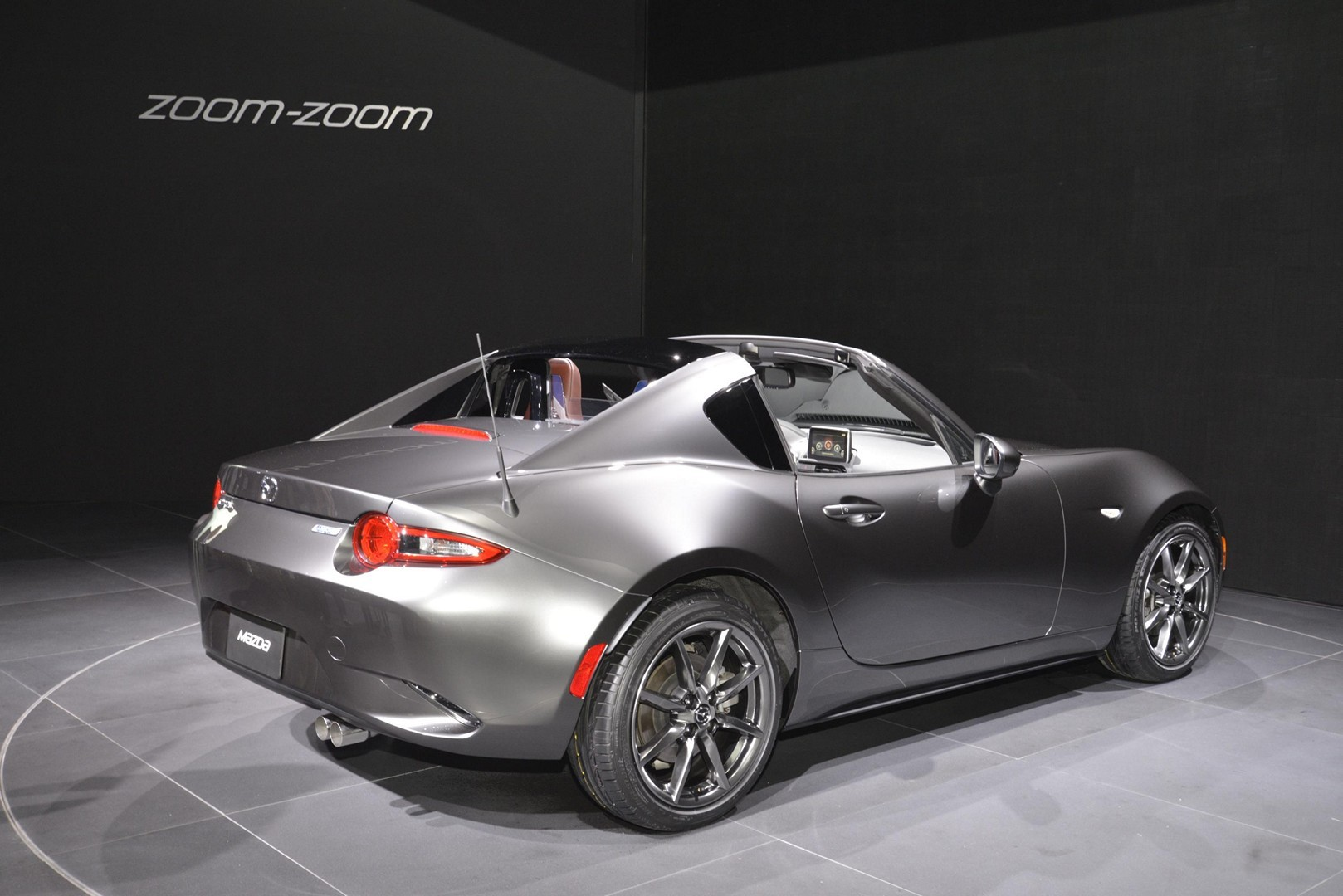 2017 mazda mx 5 rf features fake quarter glass and redish. Black Bedroom Furniture Sets. Home Design Ideas