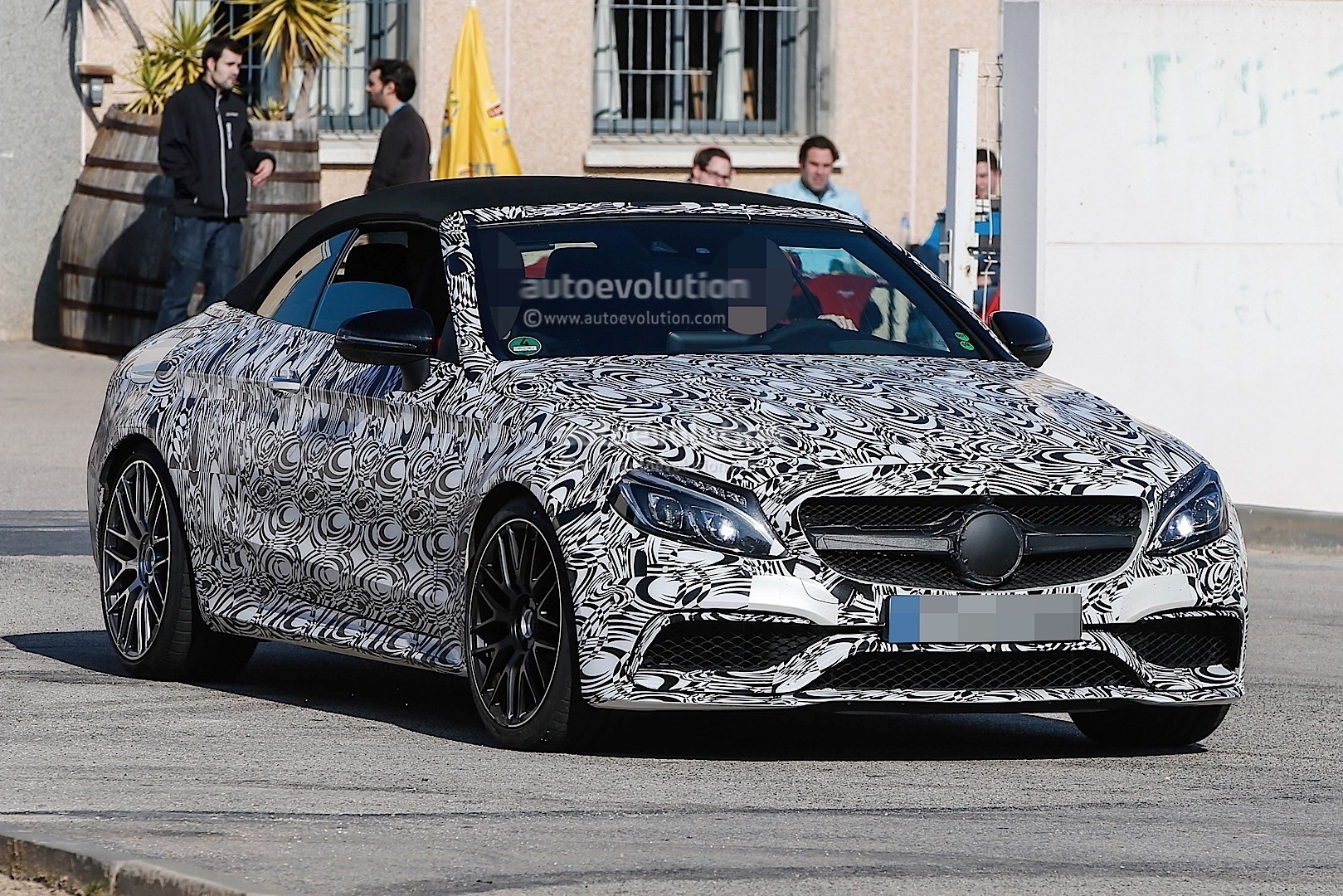 2017 Mercedes Amg C63 Cabriolet Is Wearing Mismatched