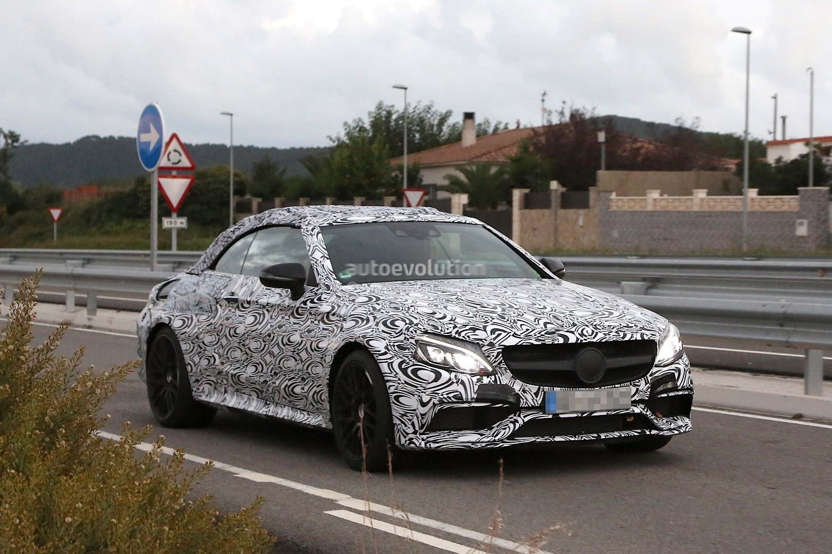 2017 mercedes amg c63 cabriolet spied for the first time looks production ready autoevolution. Black Bedroom Furniture Sets. Home Design Ideas