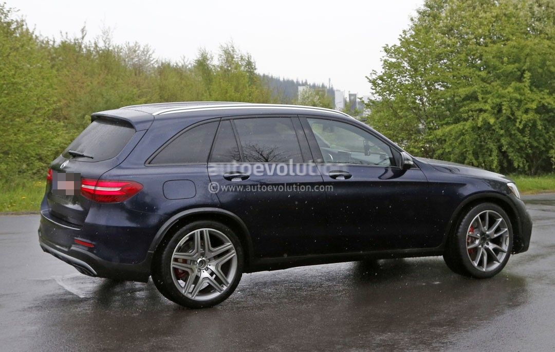 Mercedes Amg Glc63 >> 2017 Mercedes-AMG GLC63 Shows It All, Looks Ready to Take on the BMW X3 M - autoevolution