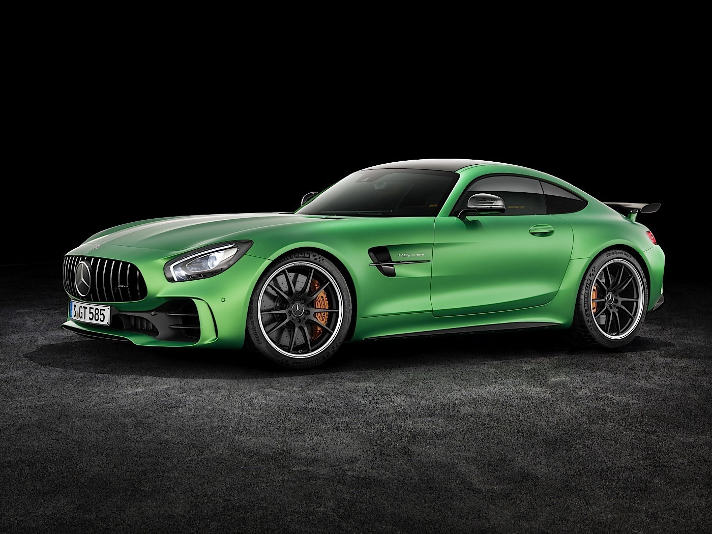 2017 mercedes amg gt r goes official with rear wheel steering autoevolution. Black Bedroom Furniture Sets. Home Design Ideas