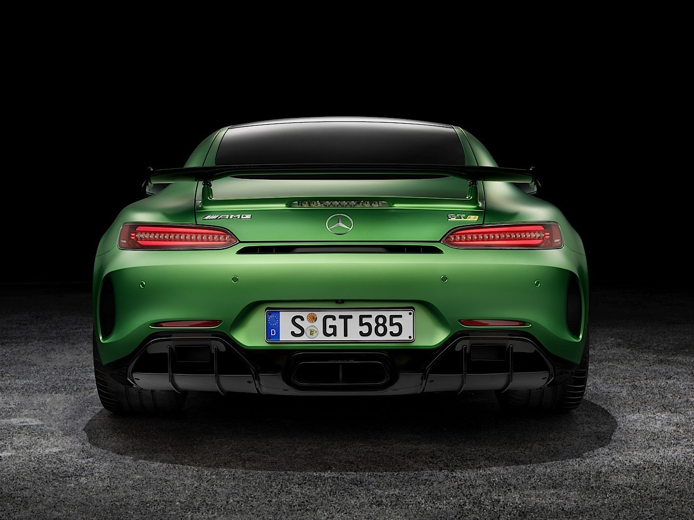 2017 mercedes amg gt r goes official with rear wheel. Black Bedroom Furniture Sets. Home Design Ideas