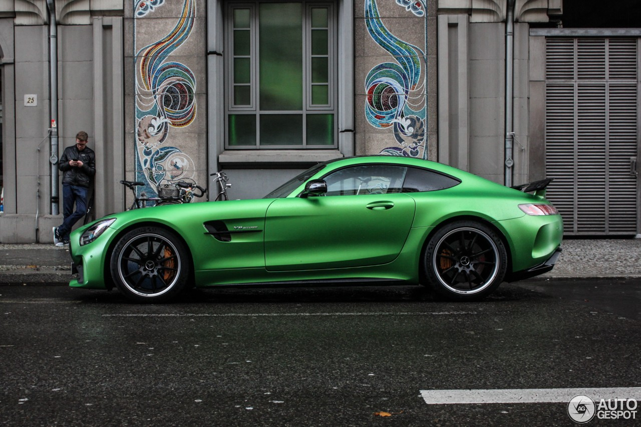 2017 Mercedes Amg Gt R Spotted Flaunting Its Amg Green