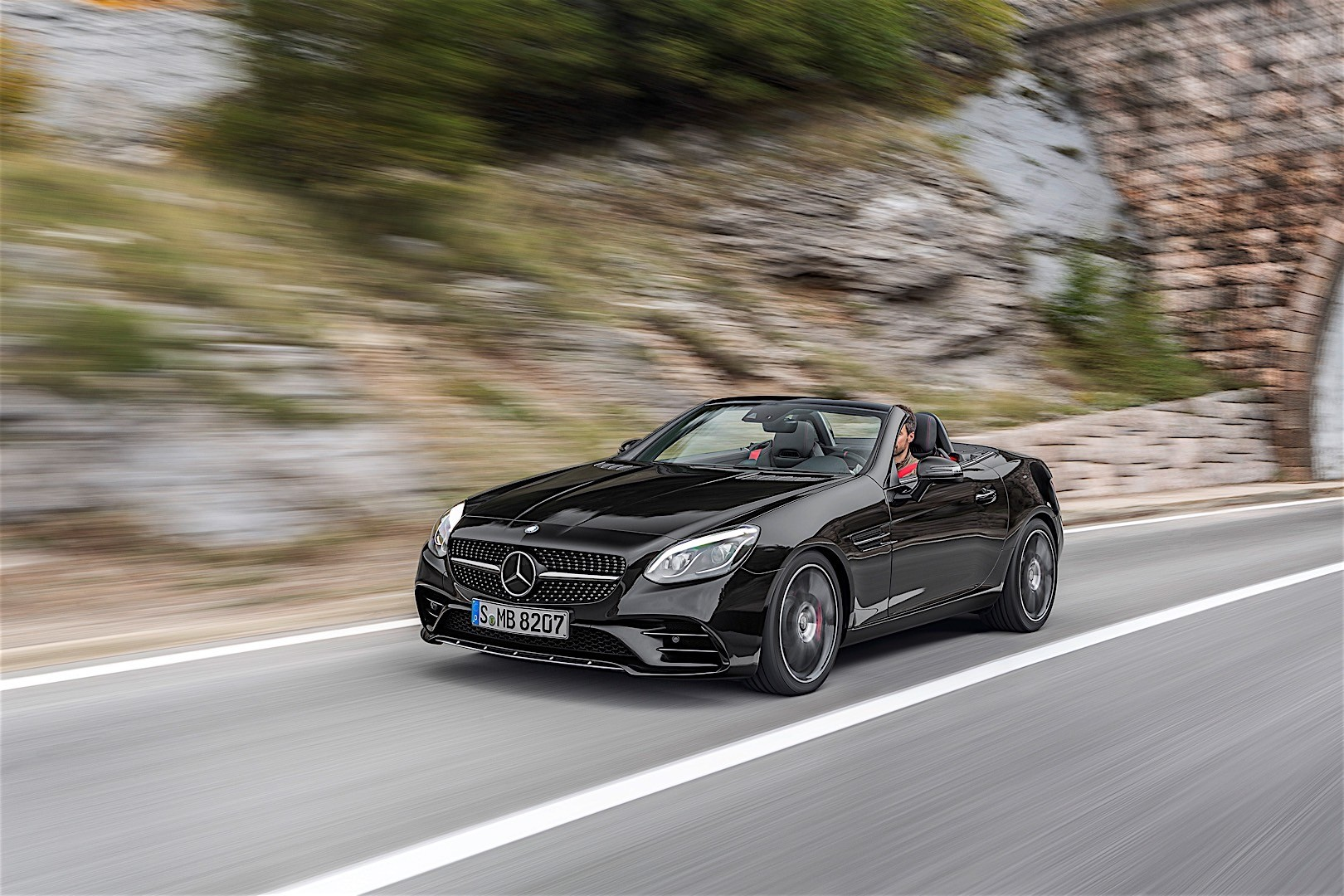 2017 mercedes amg slc 43 sights and sounds autoevolution for Mercedes benz net worth 2017