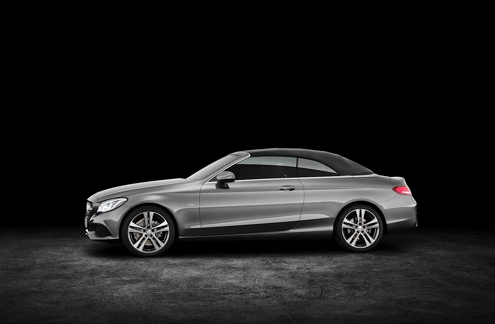 https://s1.cdn.autoevolution.com/images/news/gallery/2017-mercedes-benz-c-class-cabriolet-a205-priced-in-the-united-kingdom_2.jpg