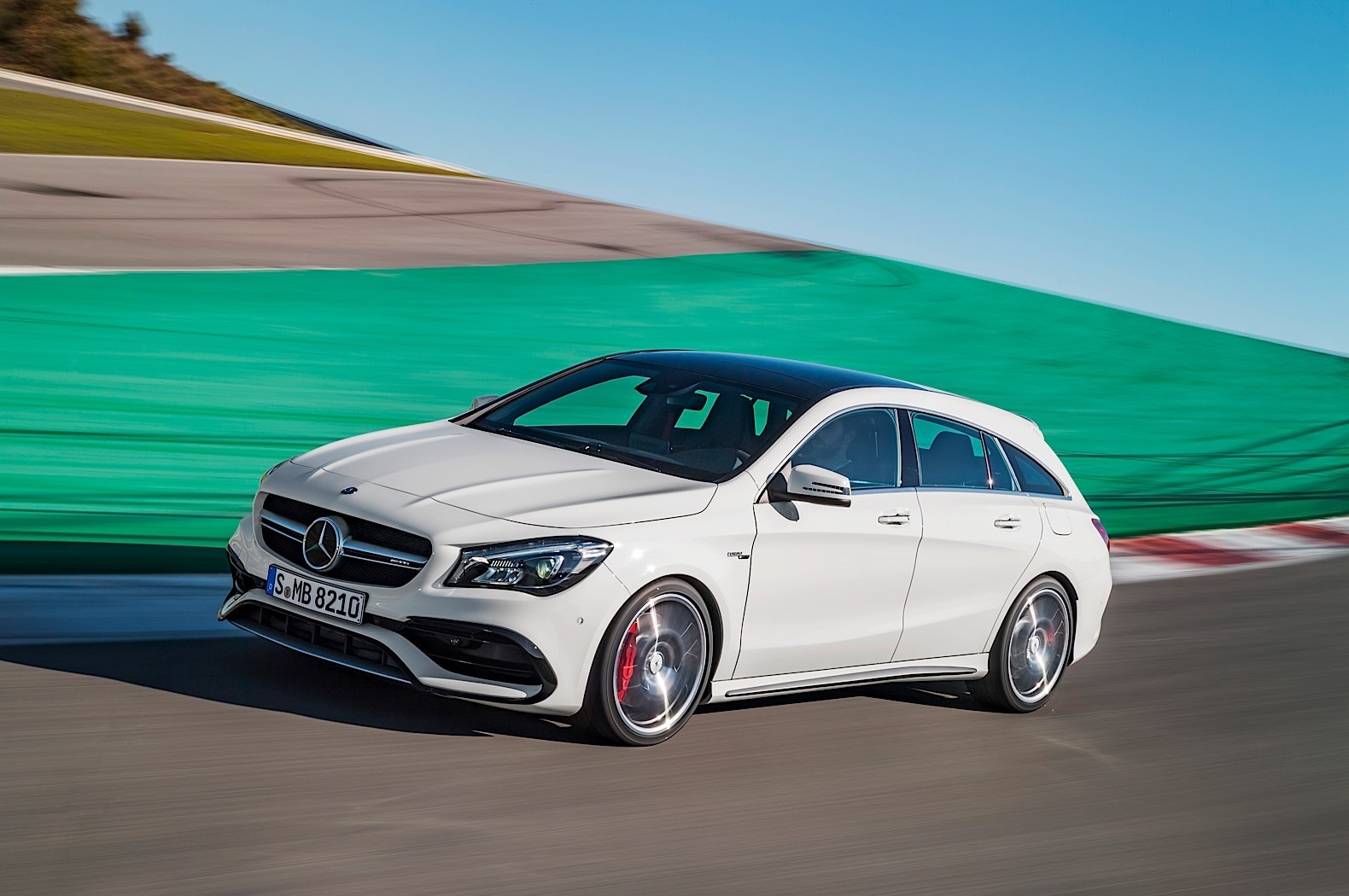 https://s1.cdn.autoevolution.com/images/news/gallery/2017-mercedes-benz-cla-cla-shooting-brake-priced-in-germany_11.jpg