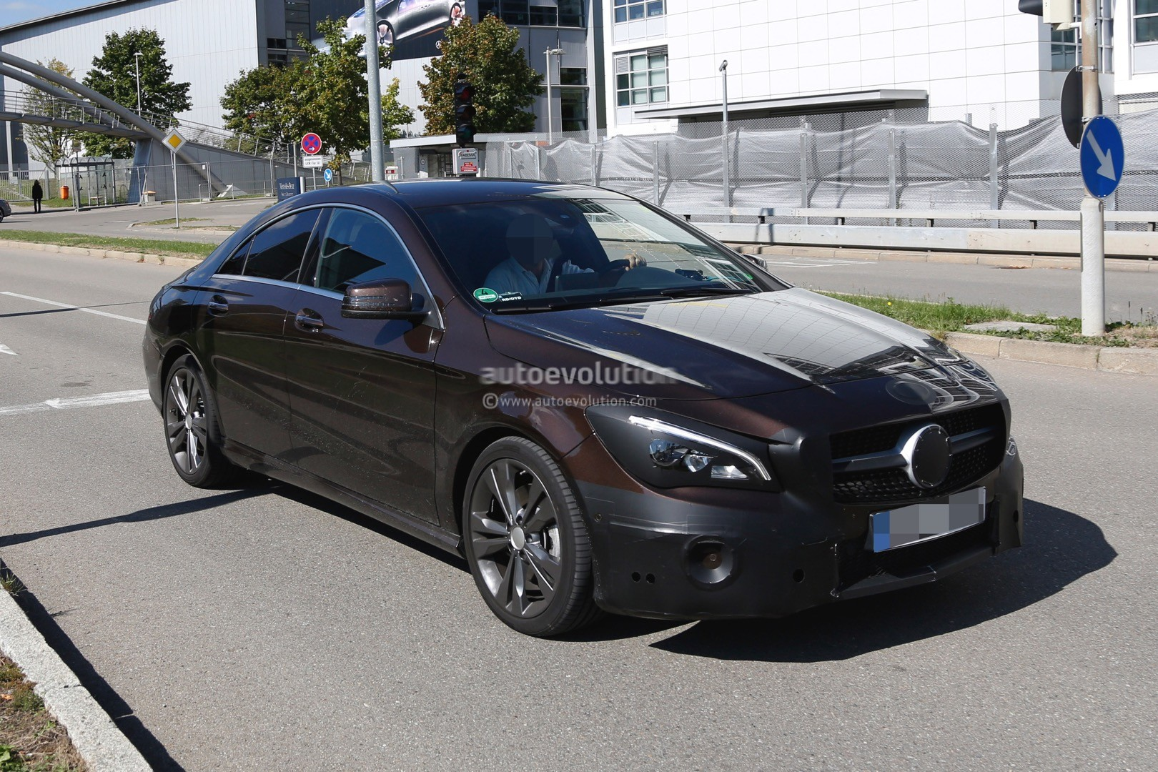 2017 mercedes benz cla class facelift spied with minimal camouflage autoevolution. Black Bedroom Furniture Sets. Home Design Ideas