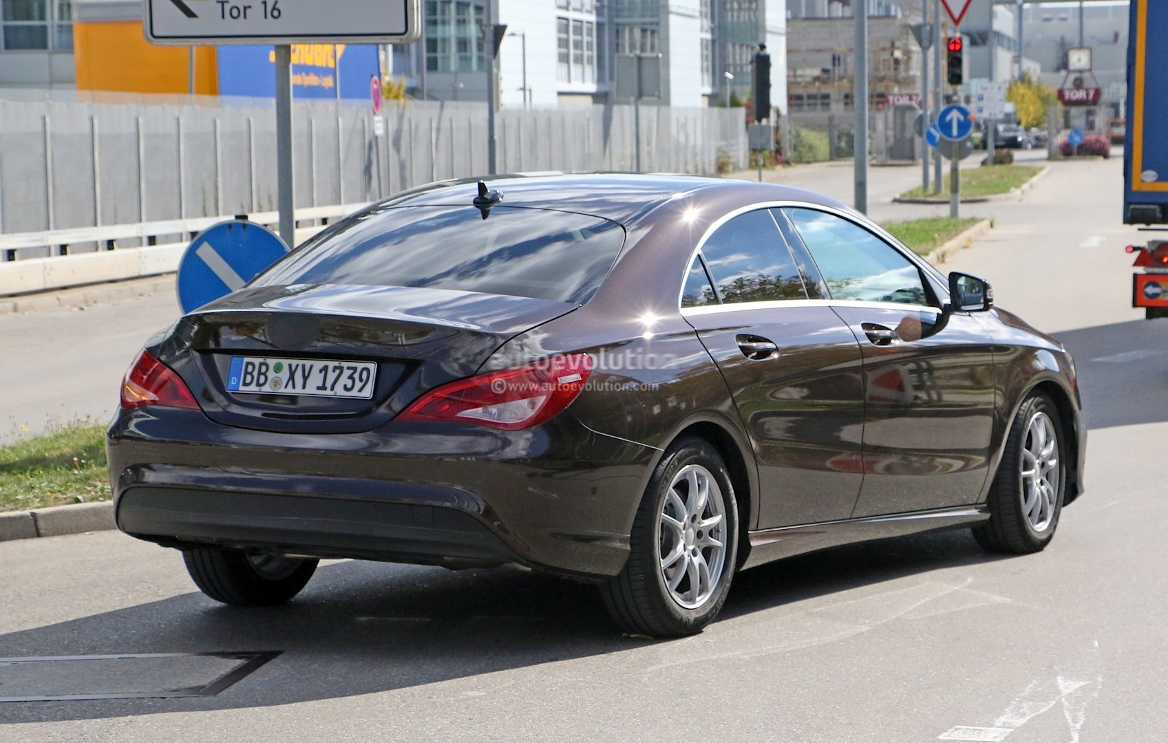 2017 mercedes benz cla facelift gets visited by the spy for How much is a mercedes benz 2017