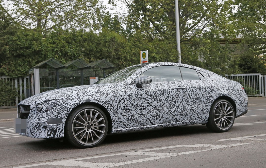 https://s1.cdn.autoevolution.com/images/news/gallery/2017-mercedes-benz-e-class-coupe-s-interior-spied-hiding-some-surprises_3.jpg