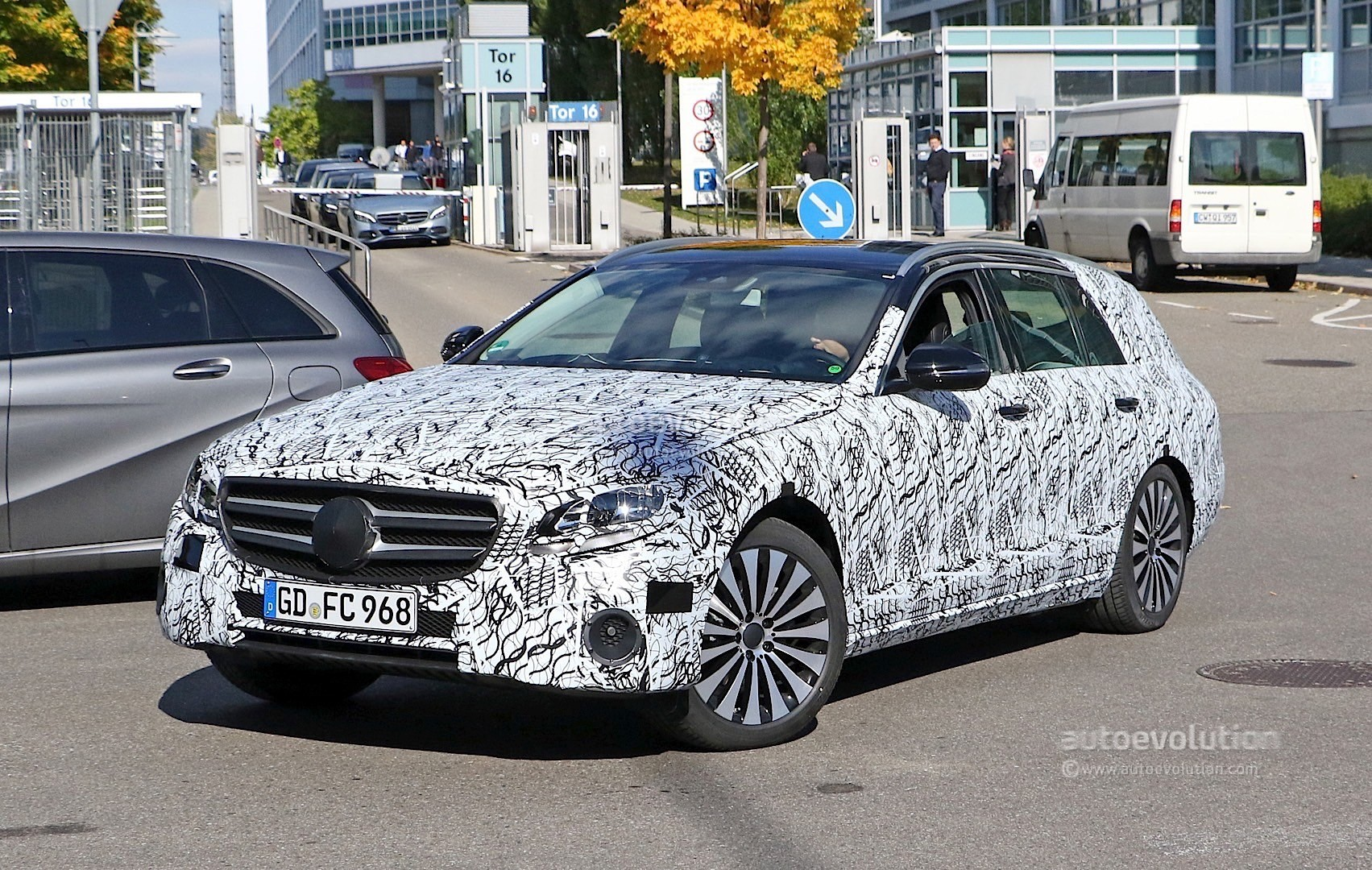 2017 mercedes benz e class interior revealed in latest spyshots autoevolution. Black Bedroom Furniture Sets. Home Design Ideas
