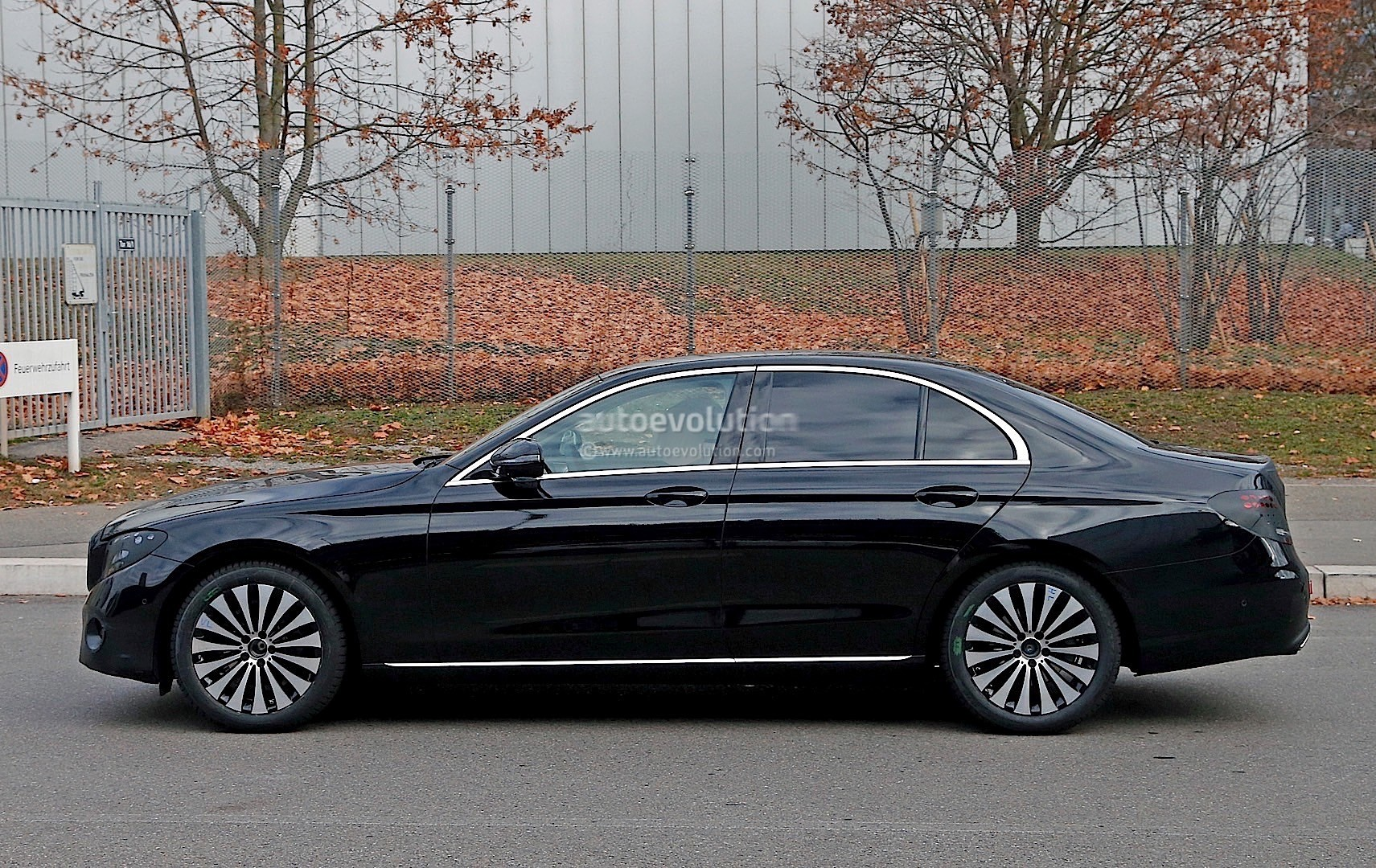 2017 Mercedes-Benz E-Class Spied in Black with Even Less Camouflage ...