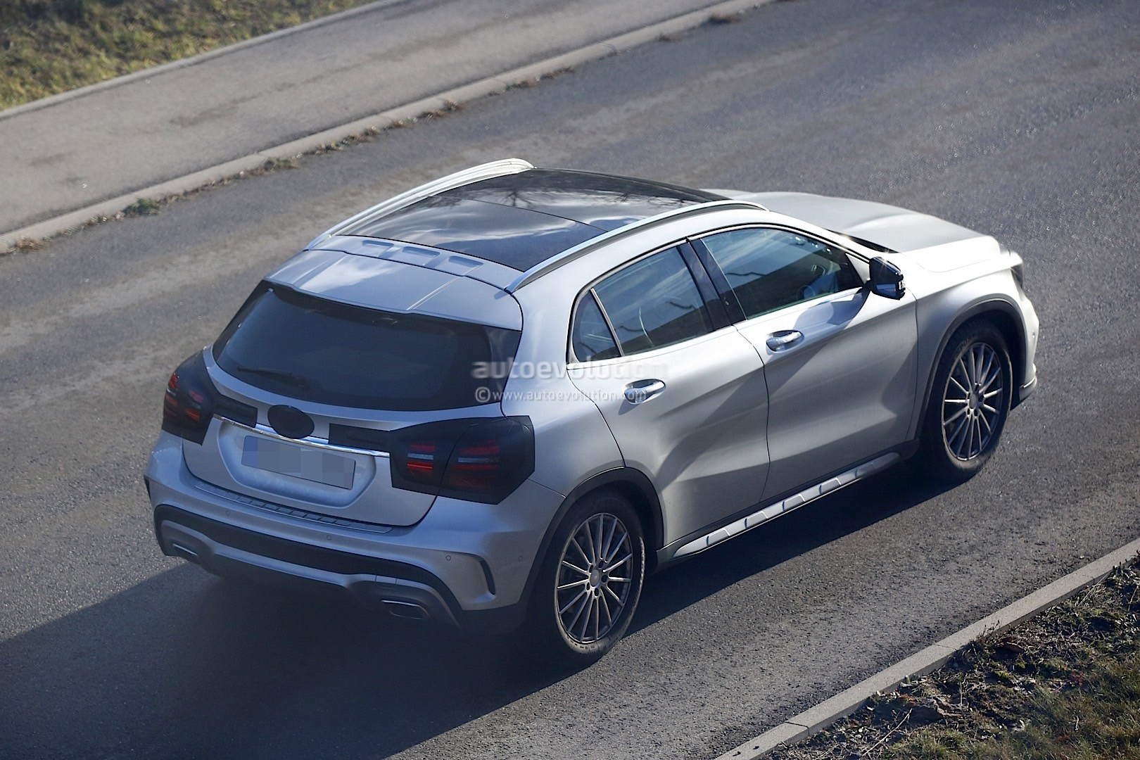 2017 Mercedes Benz Gla Facelift Spied With Minimum Camo