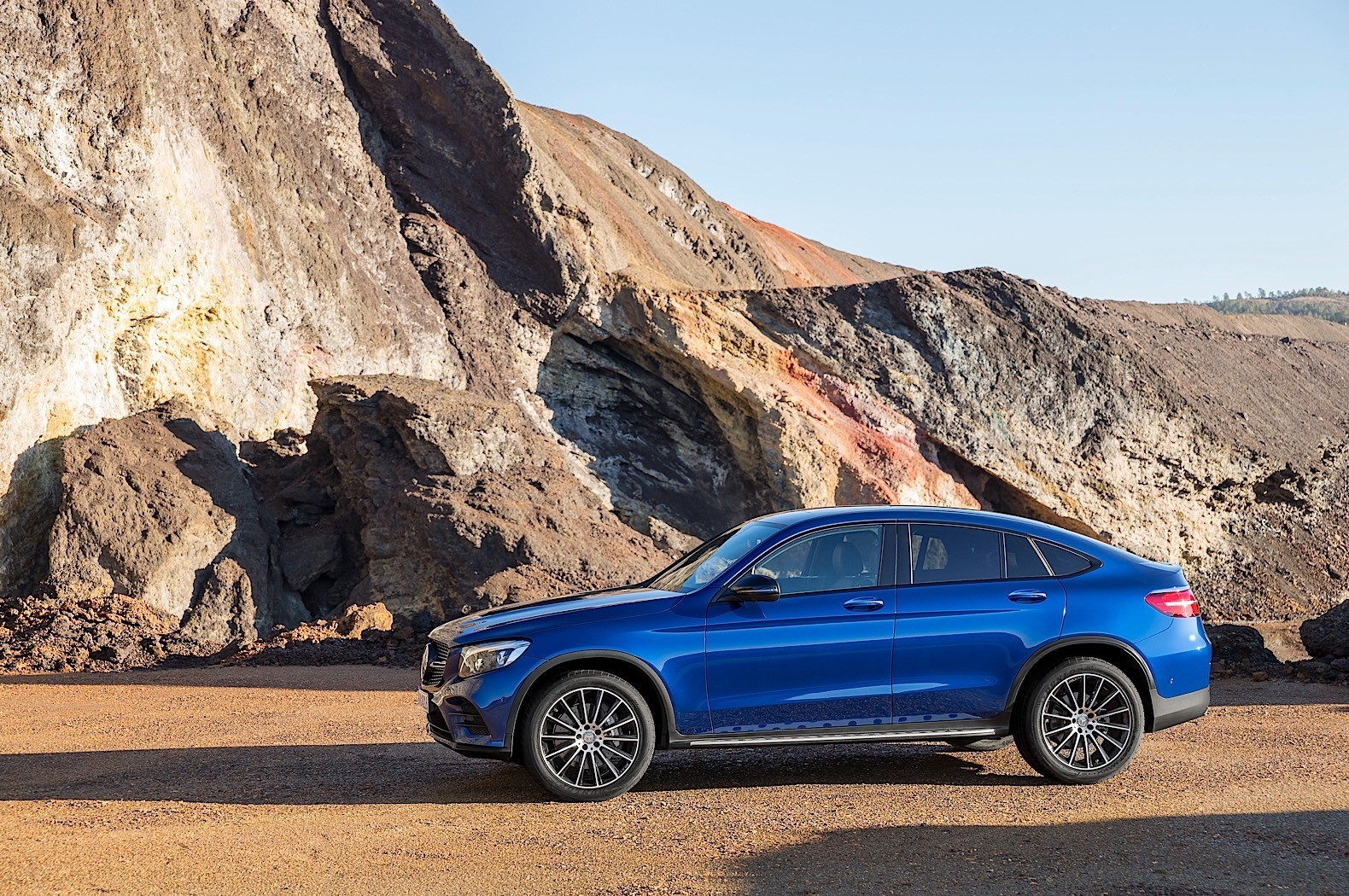 2017 mercedes benz glc coupe is out for bmw x4 blood in new york autoevolution. Black Bedroom Furniture Sets. Home Design Ideas