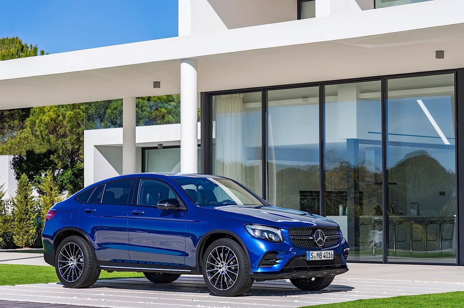 2017 mercedes benz glc coupe is out for bmw x4 blood in for Mercedes benz of new york