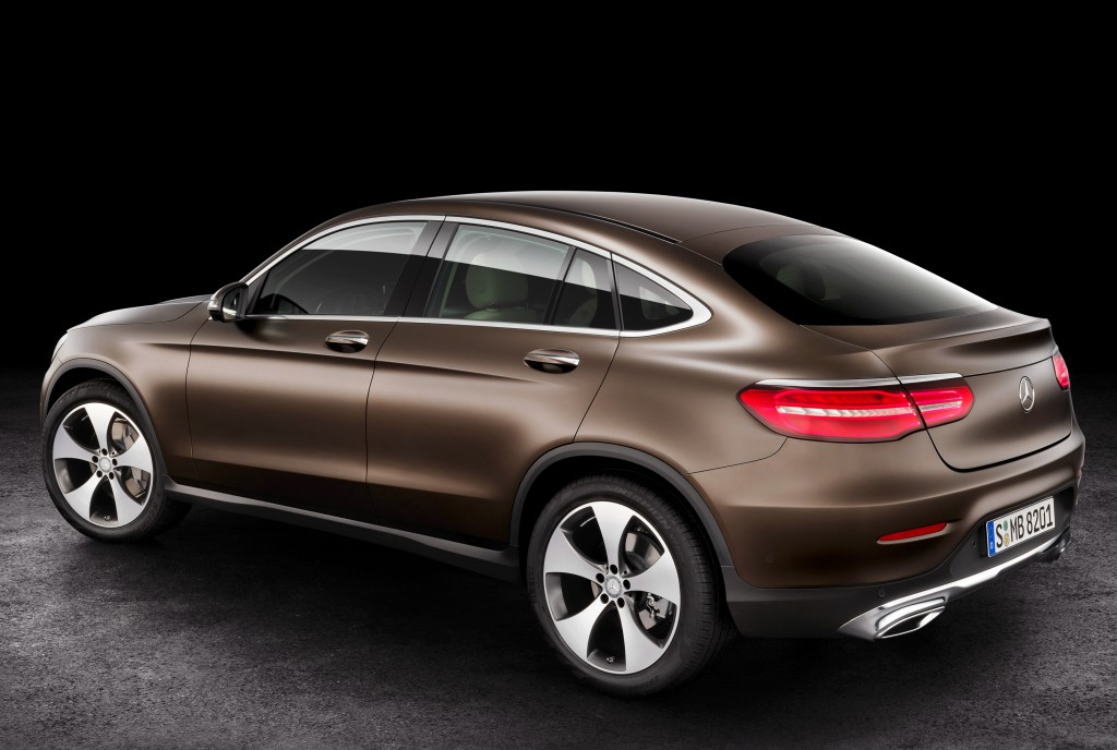 2017 mercedes benz glc coupe sits still with most of its camouflage gone autoevolution. Black Bedroom Furniture Sets. Home Design Ideas