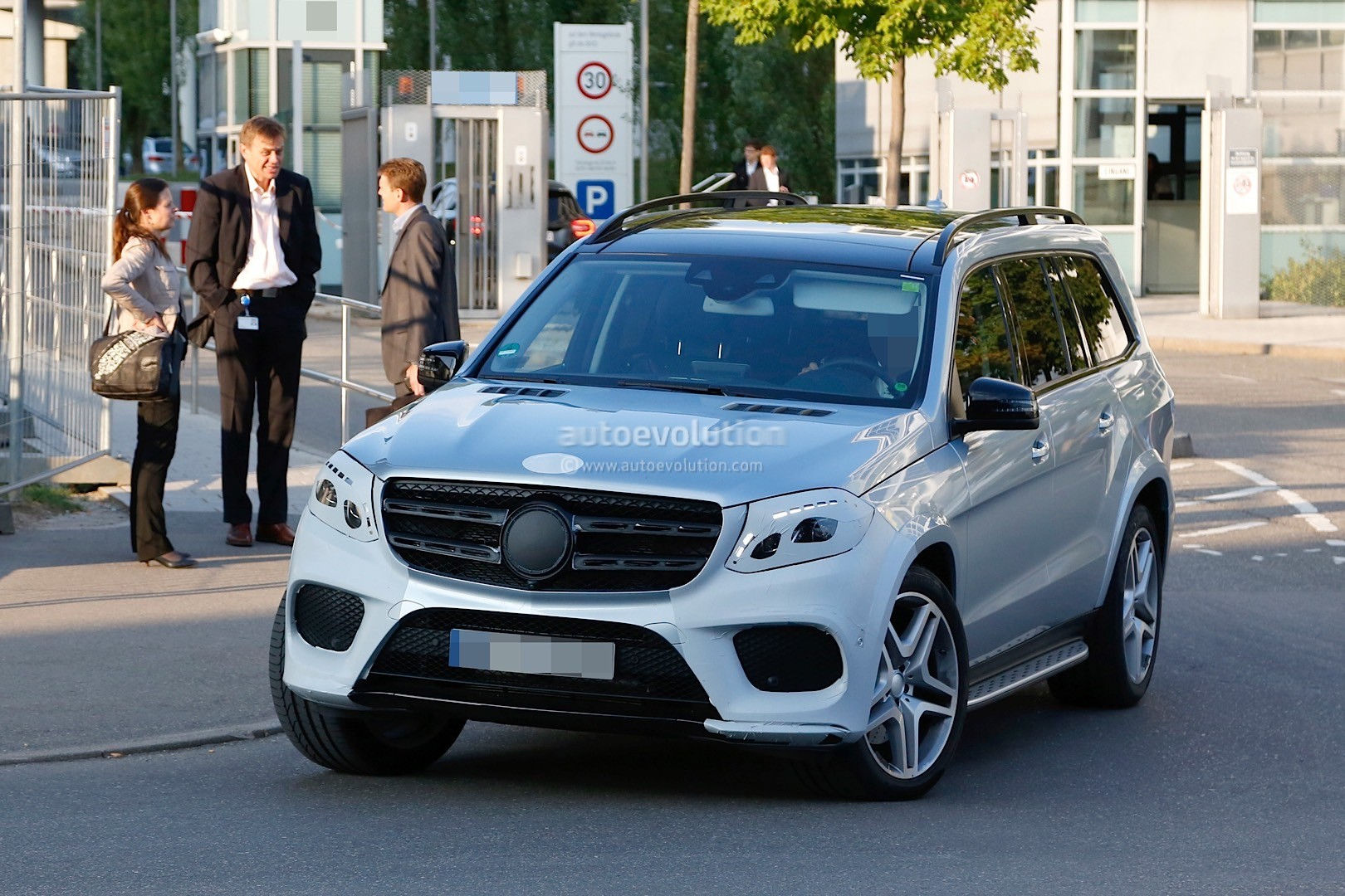 2017 Mercedes-Benz GLS Spied with Very Little Camo and in ...