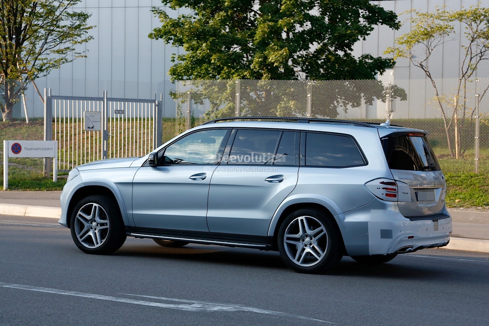 2017 Mercedes Benz Gls Spied With Very Little Camo And In