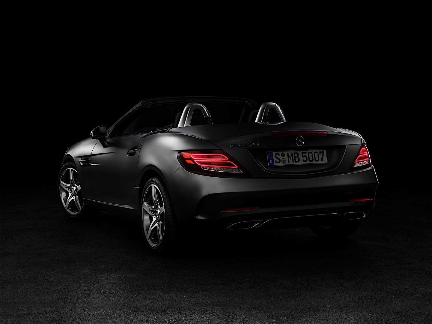 https://s1.cdn.autoevolution.com/images/news/gallery/2017-mercedes-benz-slc-is-officially-here-but-hides-a-nasty-surprise_1.jpg