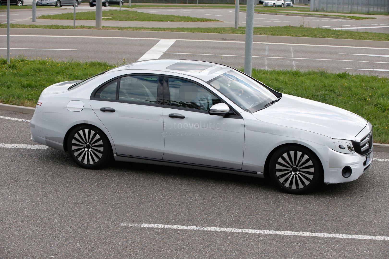 2017 mercedes e class interior partially revealed in for Mercedes benz e series 2017