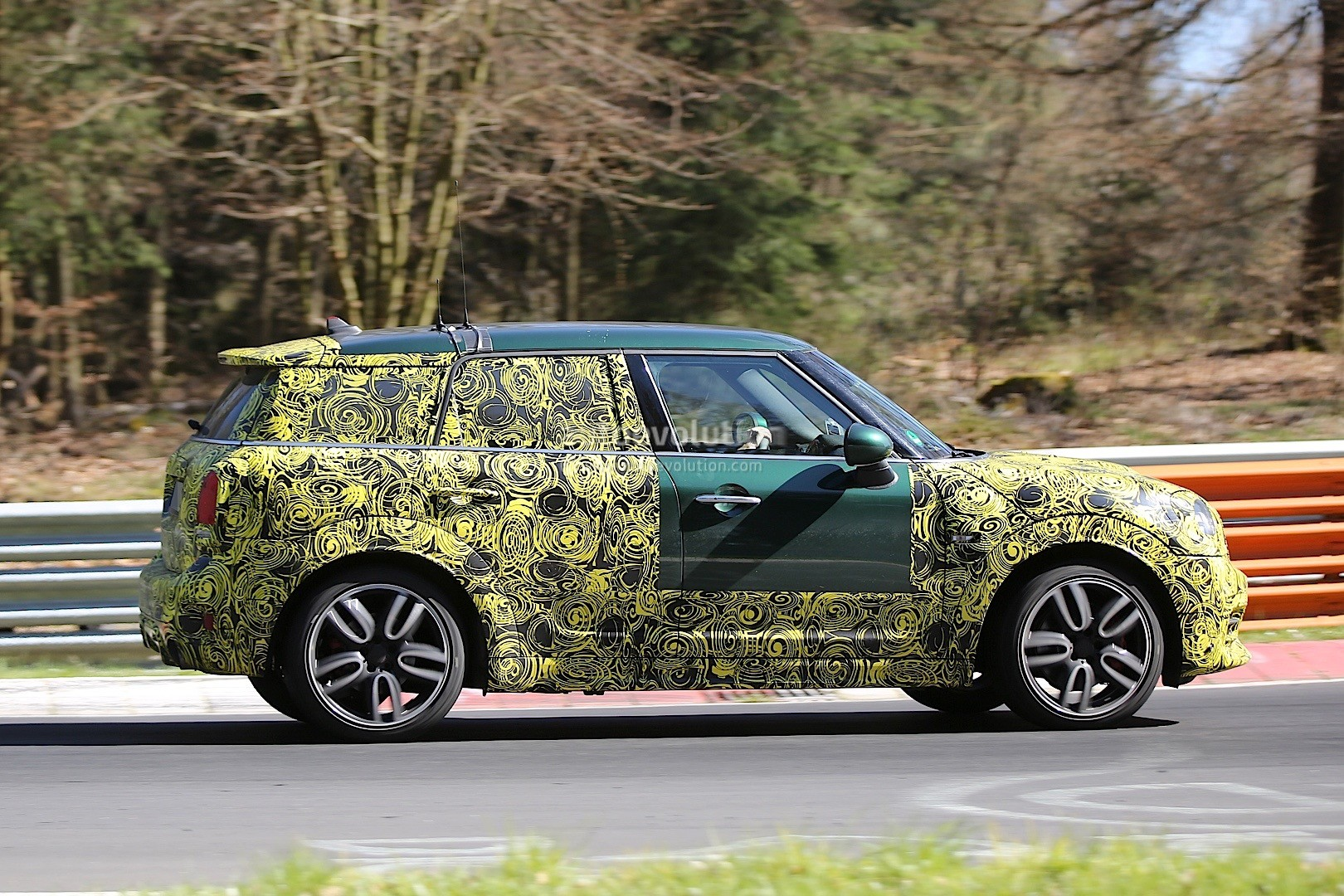 2017 mini countryman jcw spied dropping hot laps. Black Bedroom Furniture Sets. Home Design Ideas