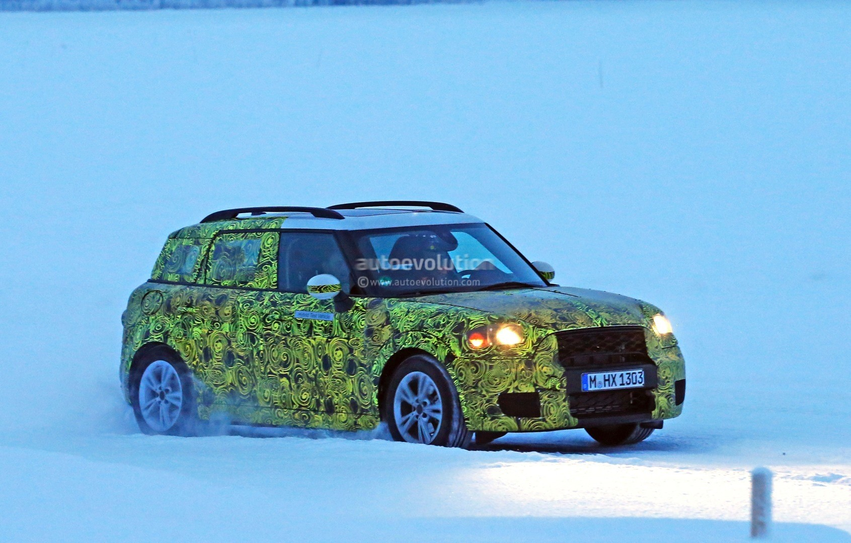 2017 mini countryman plug in hybrid spied for the first. Black Bedroom Furniture Sets. Home Design Ideas