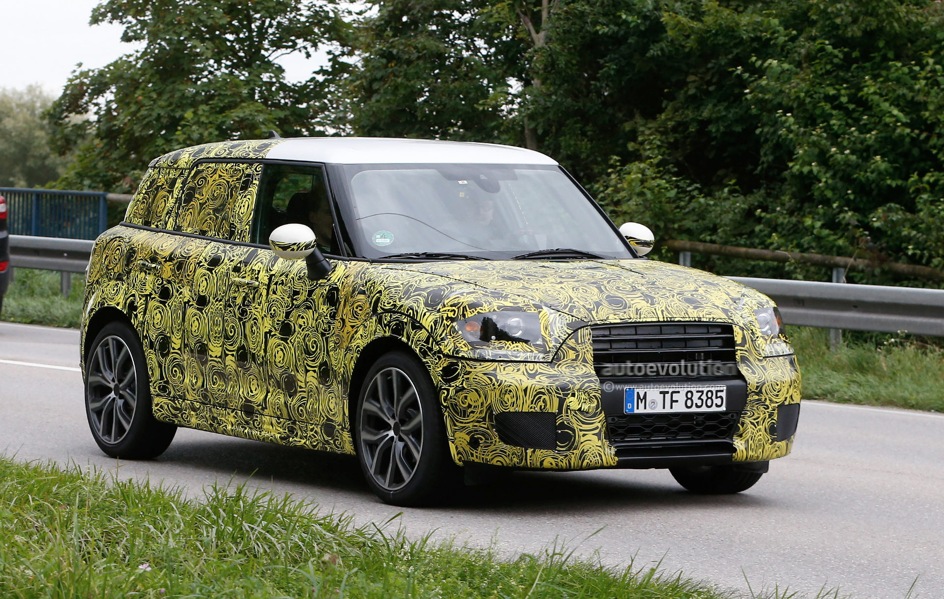 2016 - [Mini] Countryman II [F60] - Page 2 2017-mini-countryman-spied-for-the-first-time_2