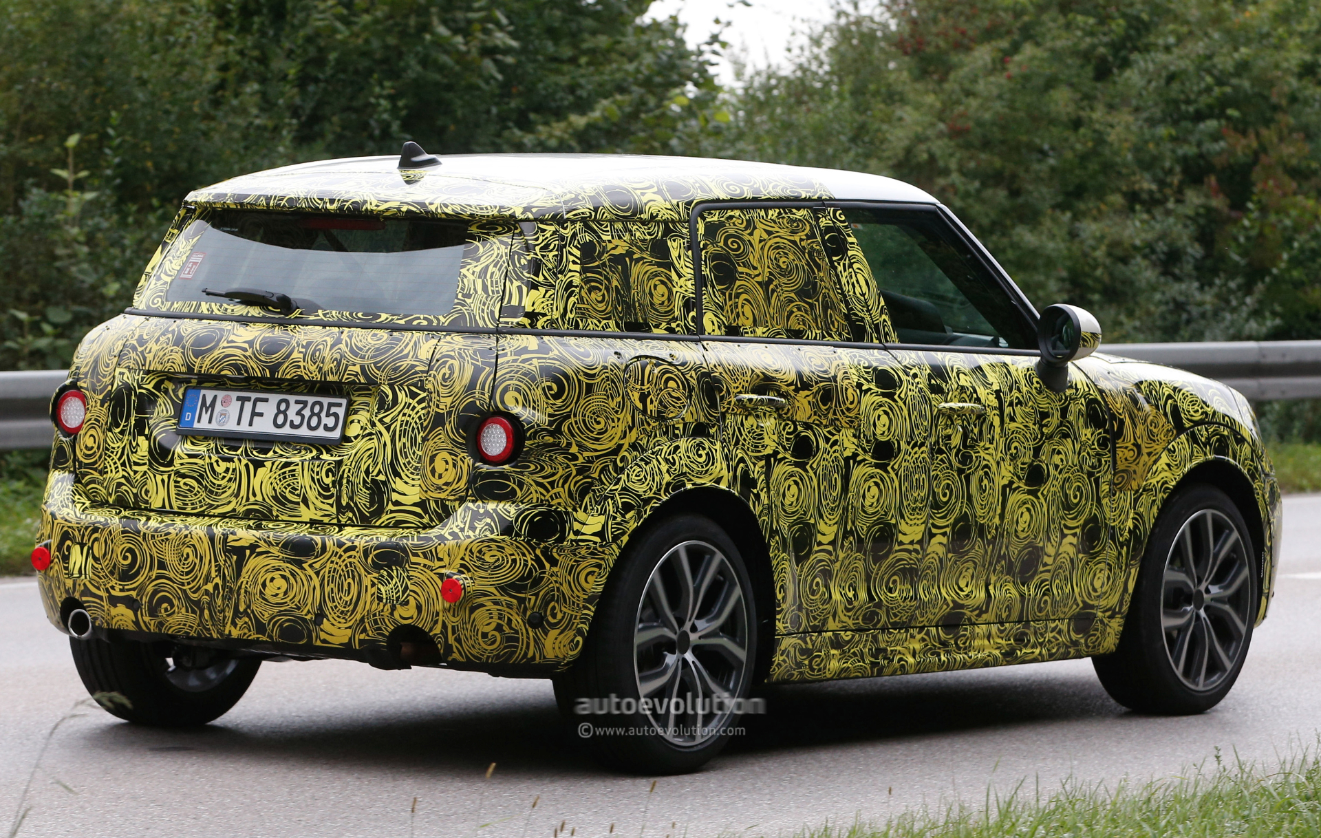 2016 - [Mini] Countryman II [F60] - Page 2 2017-mini-countryman-spied-for-the-first-time_5