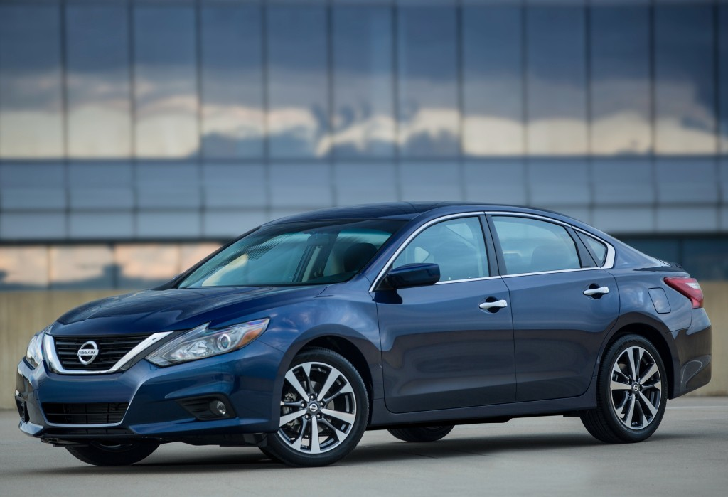 2017 Nissan Altima Offers Class-Leading Fuel Economy For ...