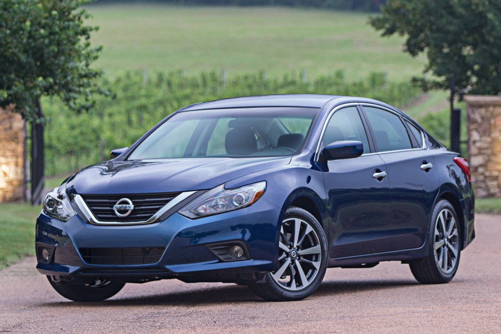 2017 nissan altima offers class leading fuel economy for. Black Bedroom Furniture Sets. Home Design Ideas
