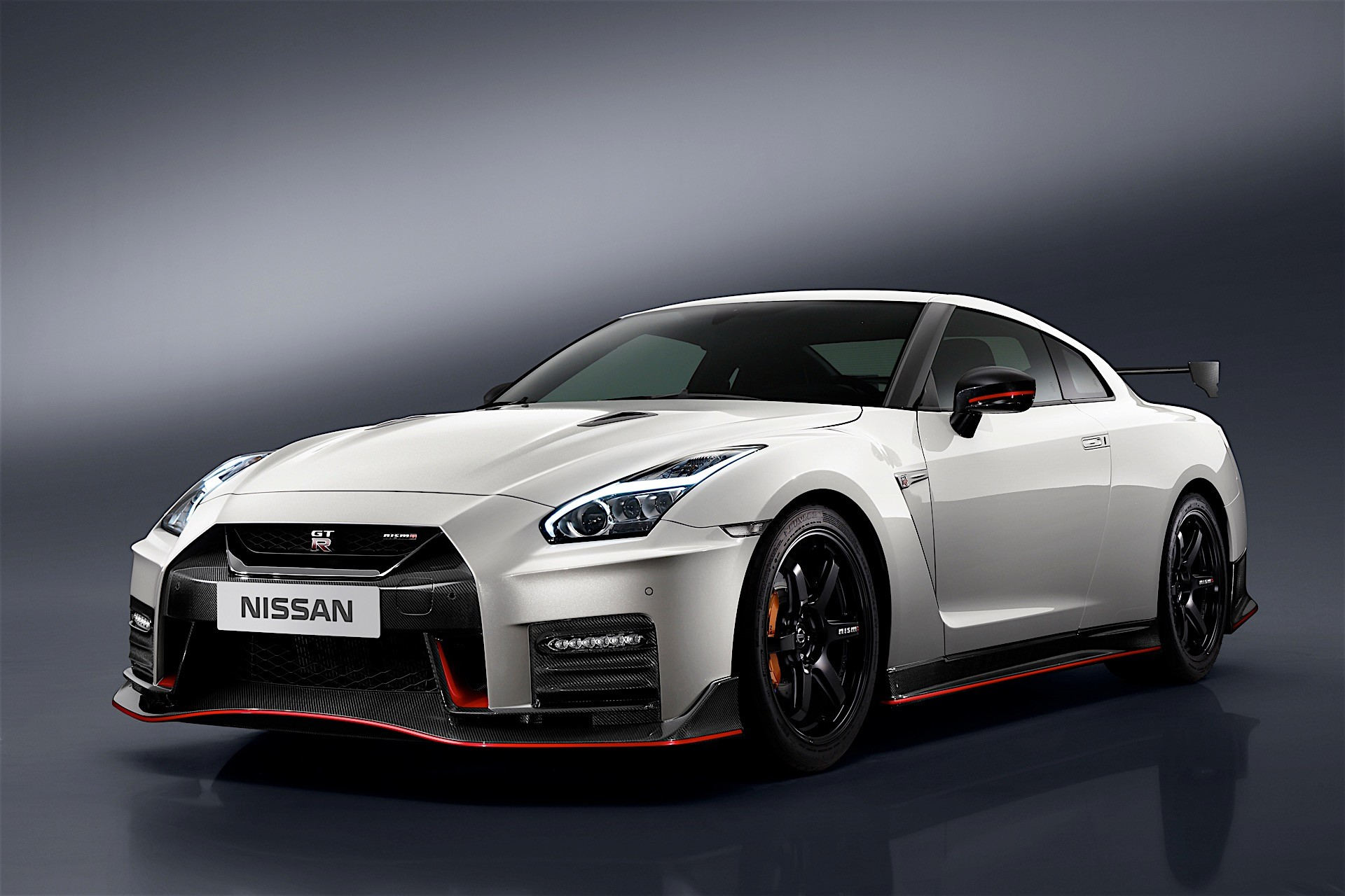 nissan unveils 2017 gt r nismo at nurburgring comes with. Black Bedroom Furniture Sets. Home Design Ideas