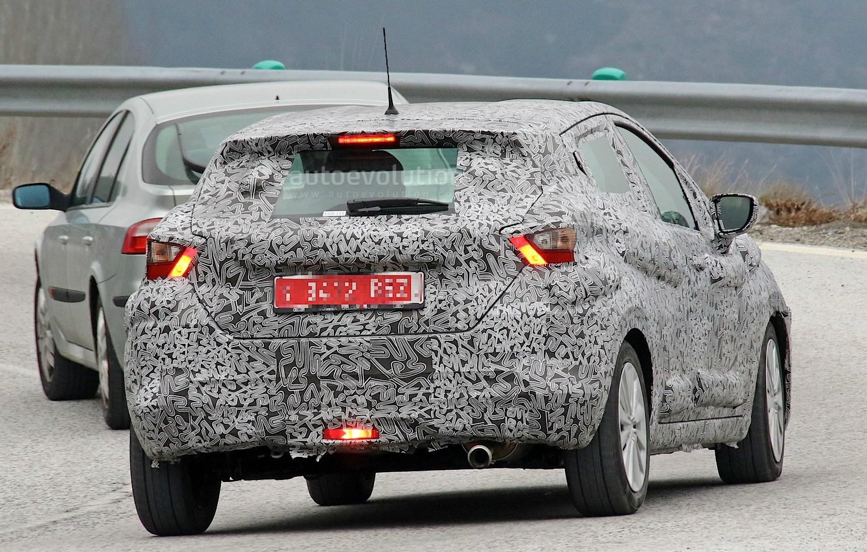 2017-nissan-micra-spied-in-spain_12