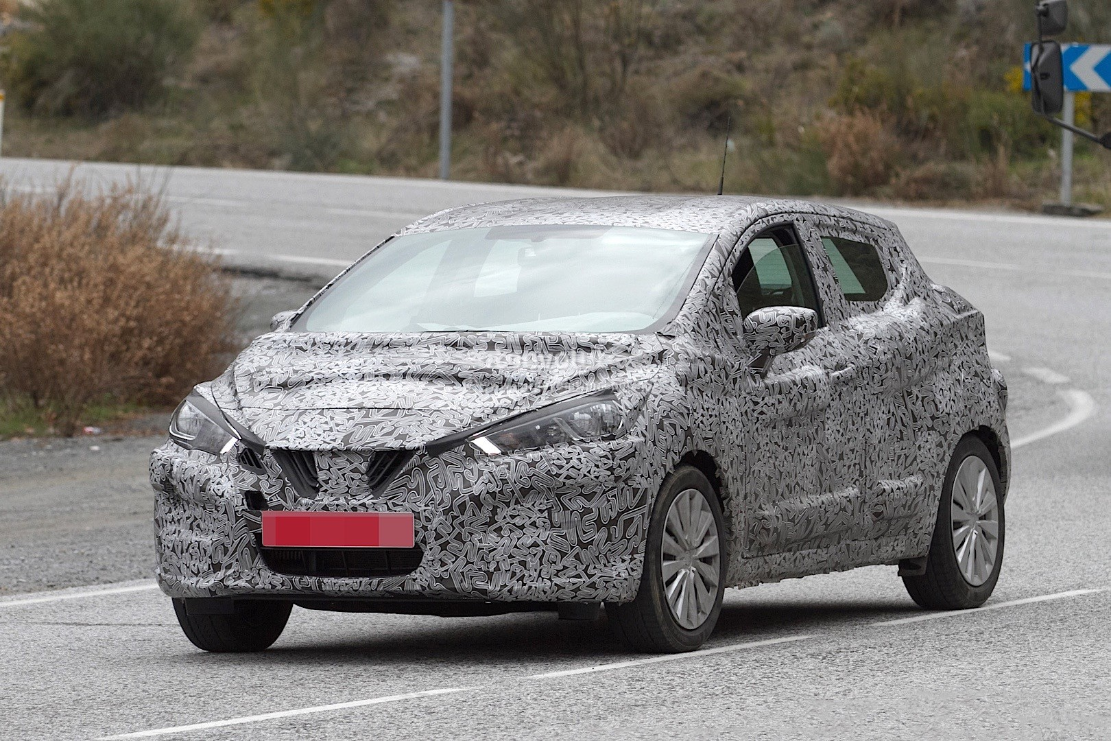 2017-nissan-micra-spied-in-spain_18