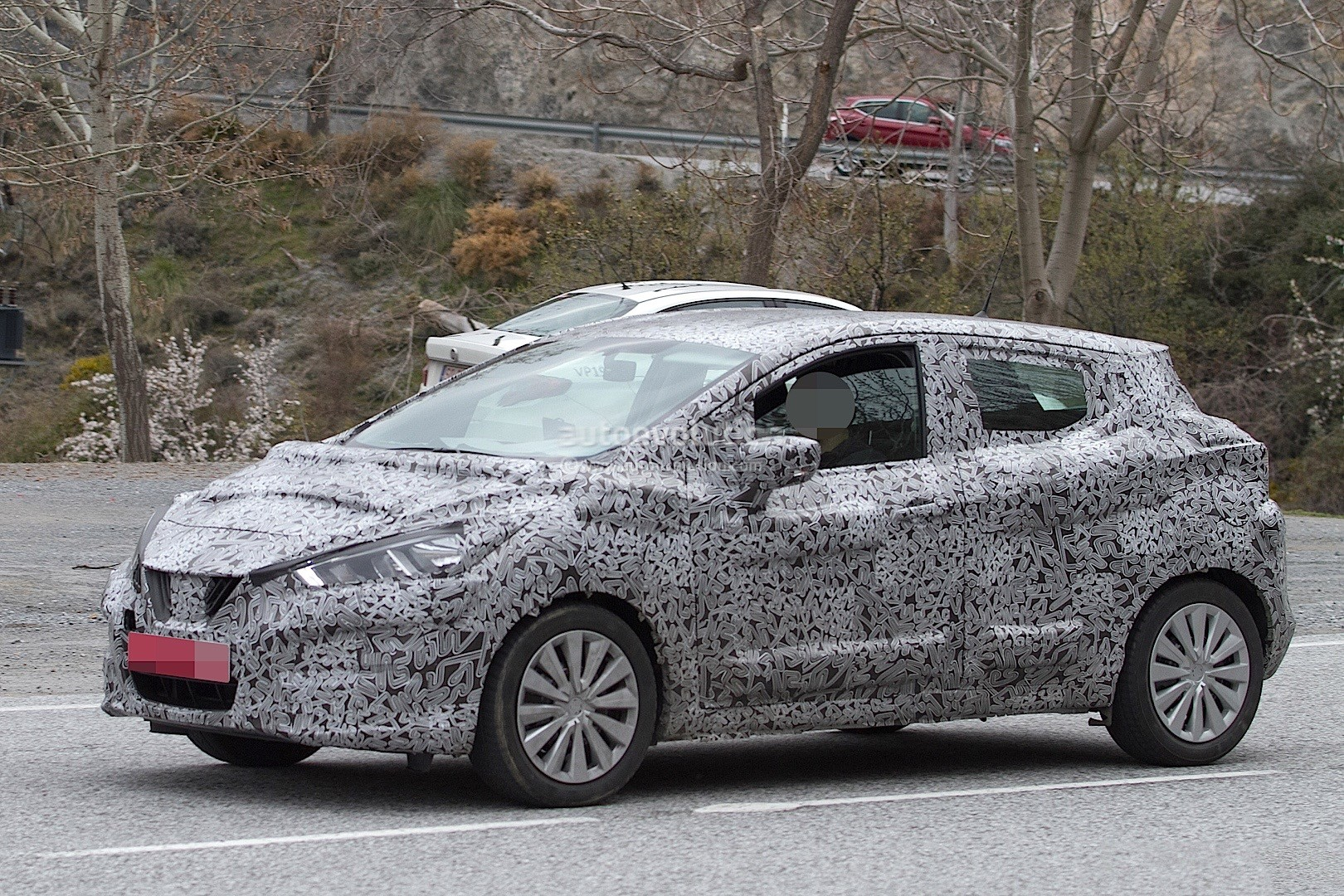 2017-nissan-micra-spied-in-spain_19