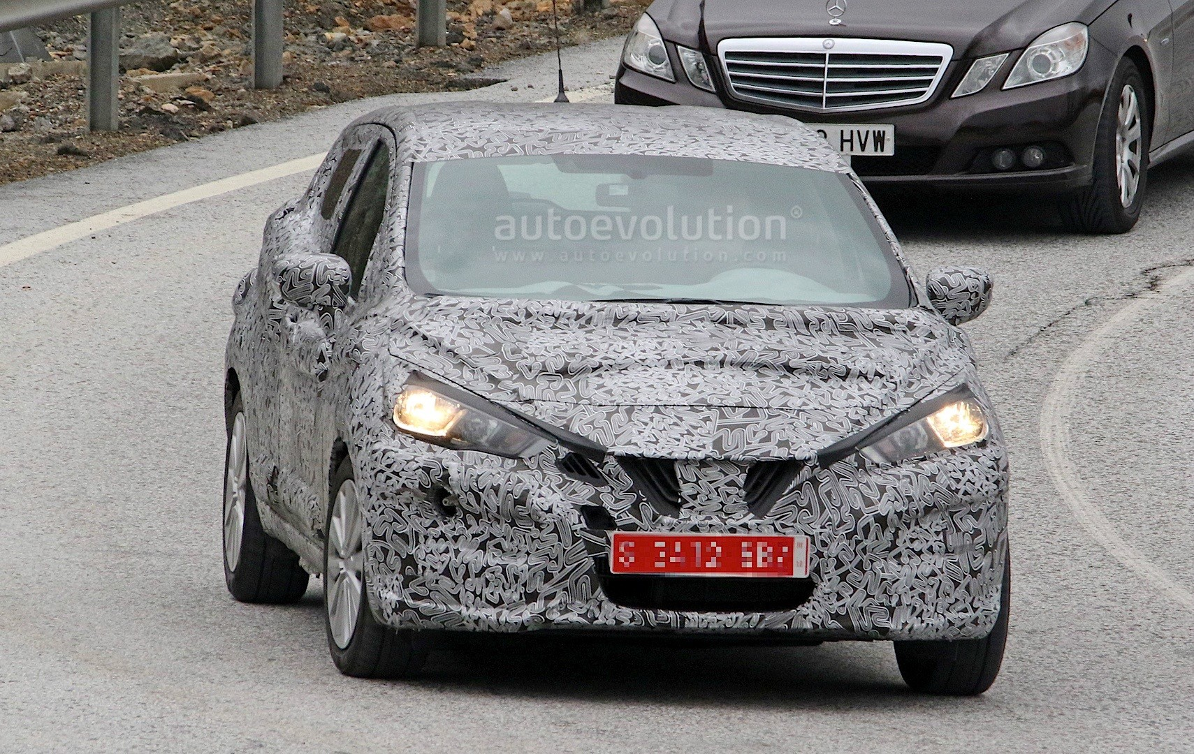 2017-nissan-micra-spied-in-spain_2