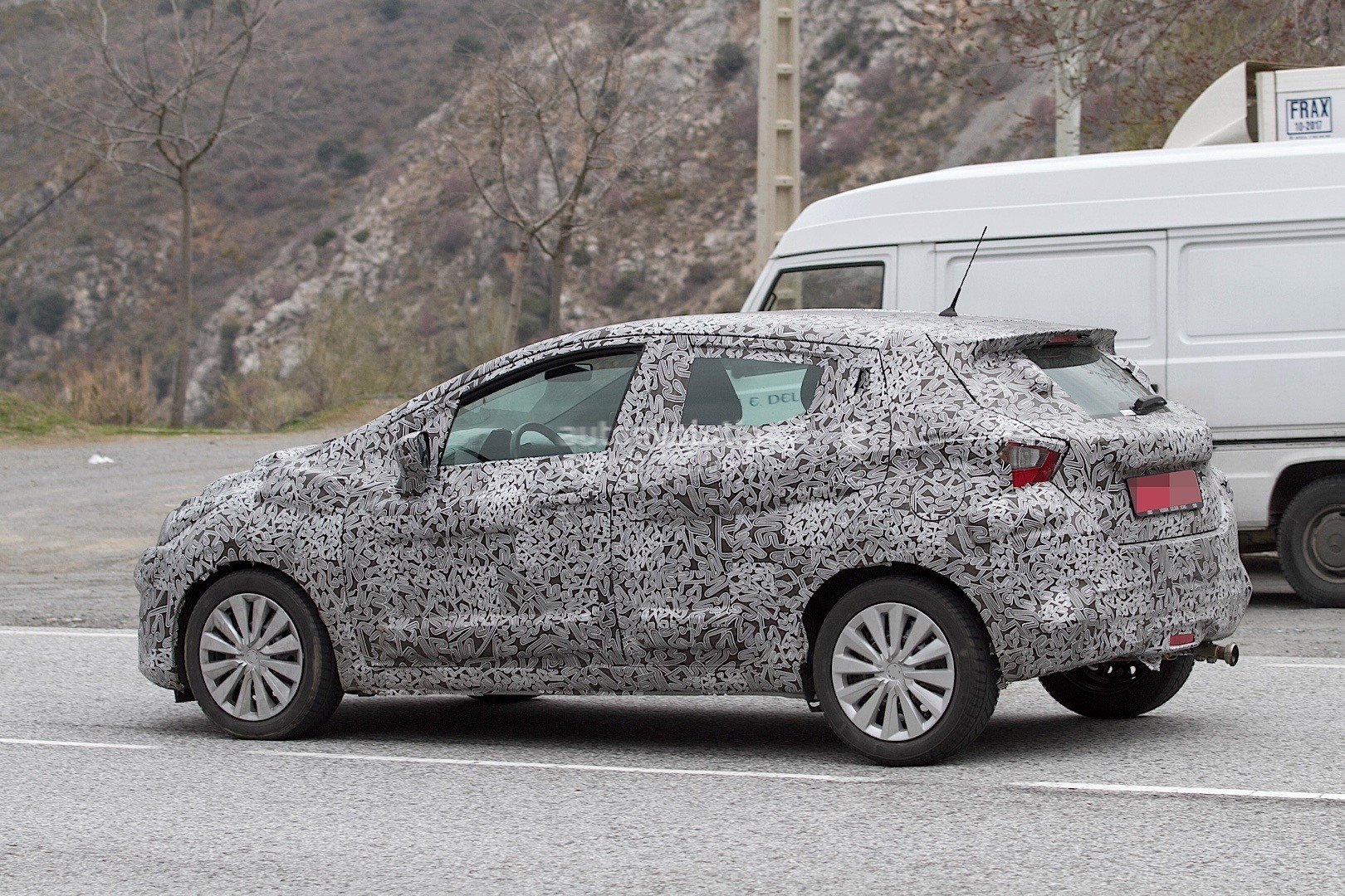 2017-nissan-micra-spied-in-spain_20