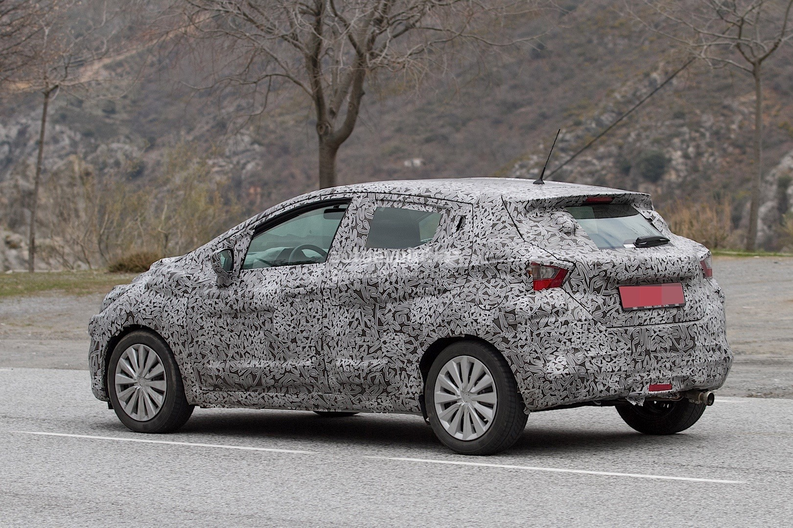 2017-nissan-micra-spied-in-spain_21