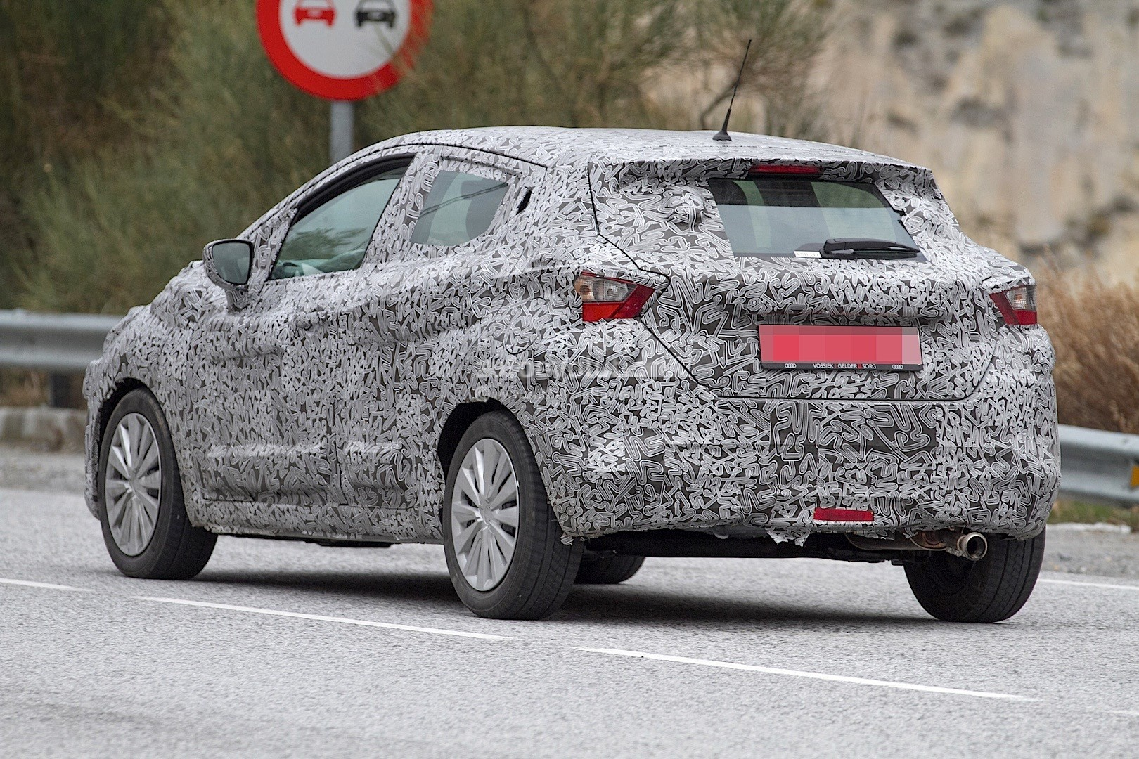 2017-nissan-micra-spied-in-spain_22