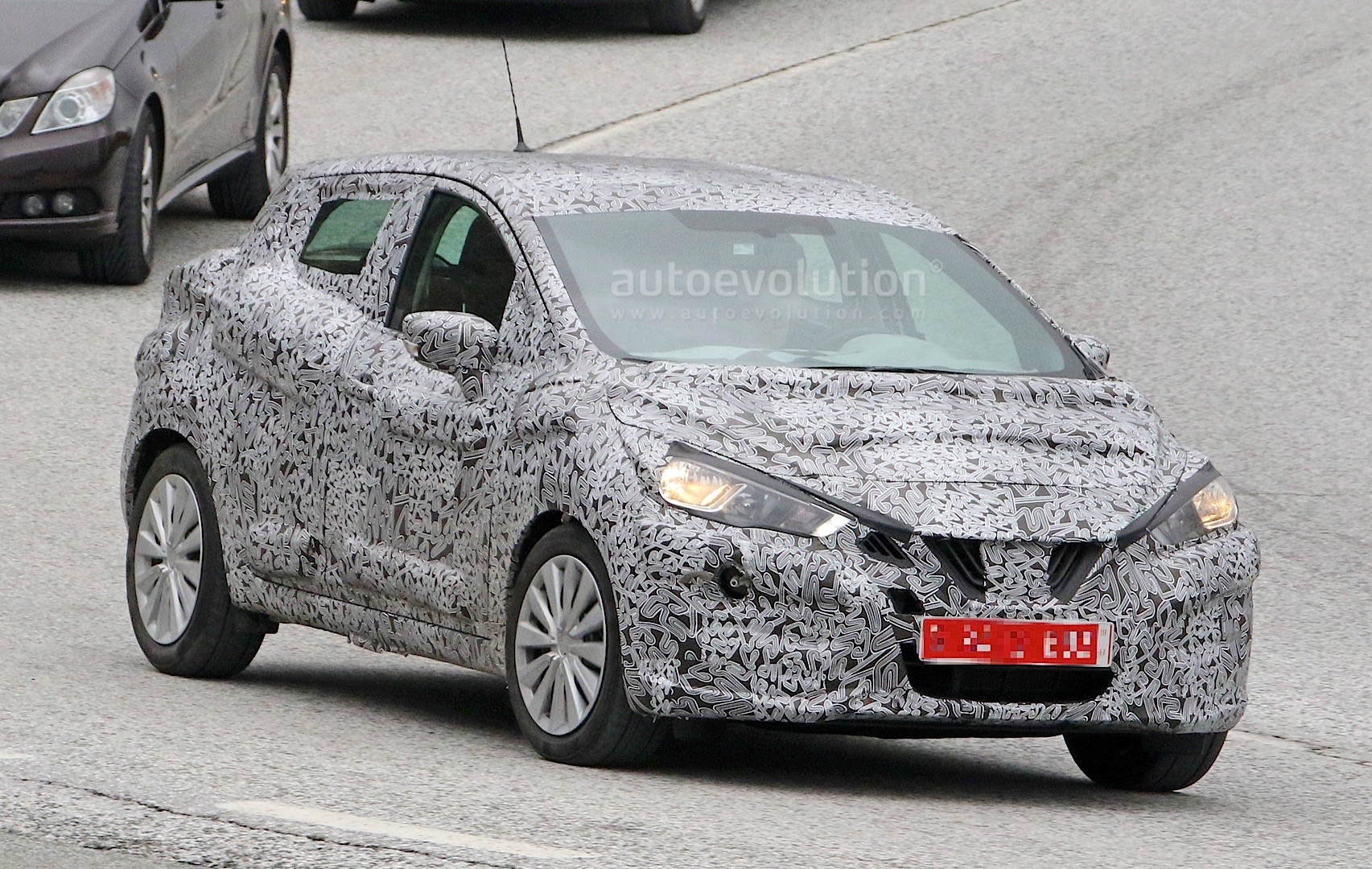 2017-nissan-micra-spied-in-spain_3