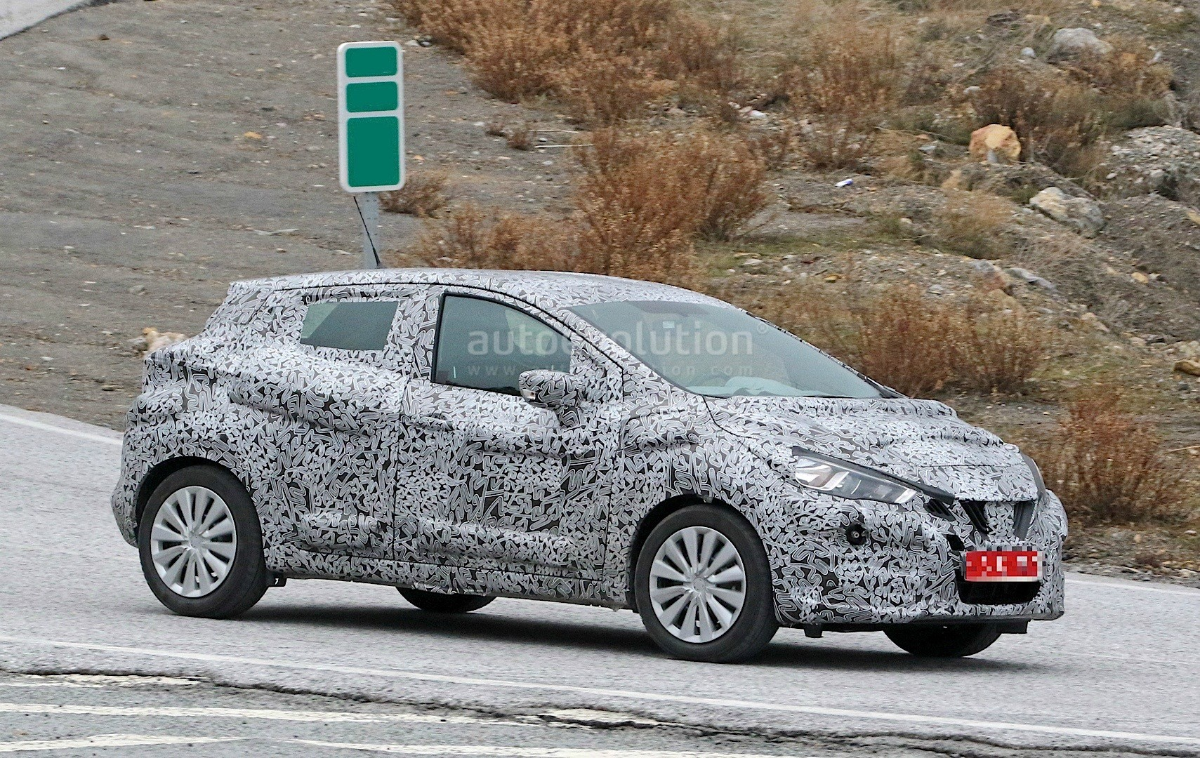 2017-nissan-micra-spied-in-spain_5