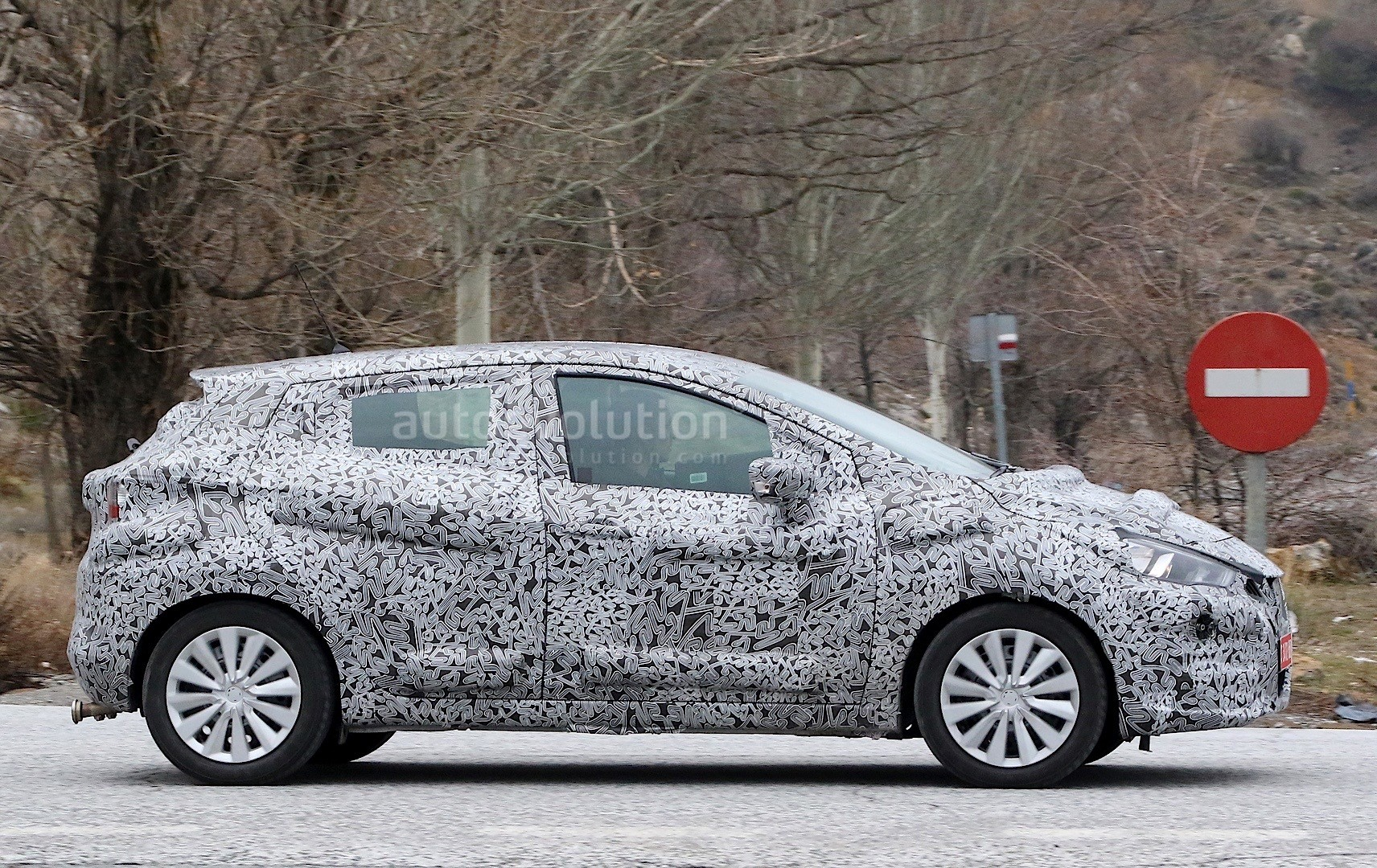 2017-nissan-micra-spied-in-spain_6