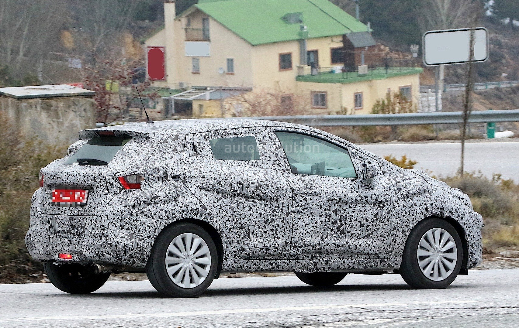 2017-nissan-micra-spied-in-spain_8