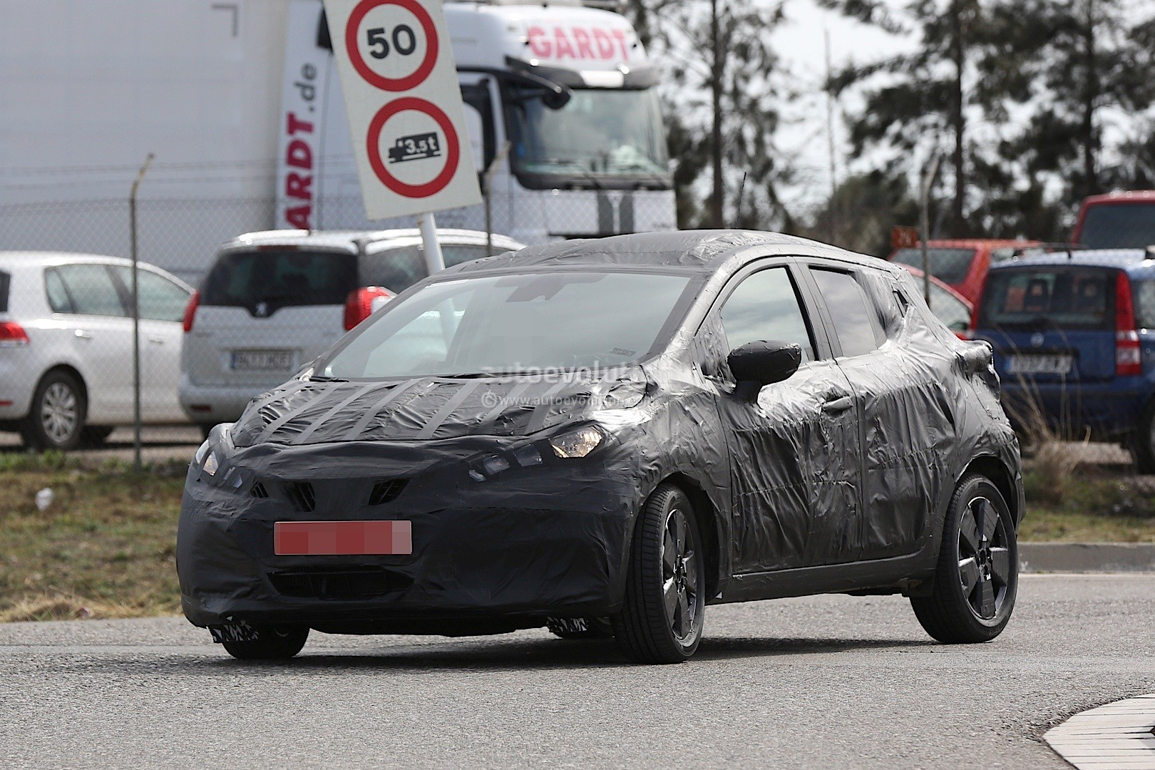 2017 nissan micra successor spied has sway concept styling cues autoevolution. Black Bedroom Furniture Sets. Home Design Ideas
