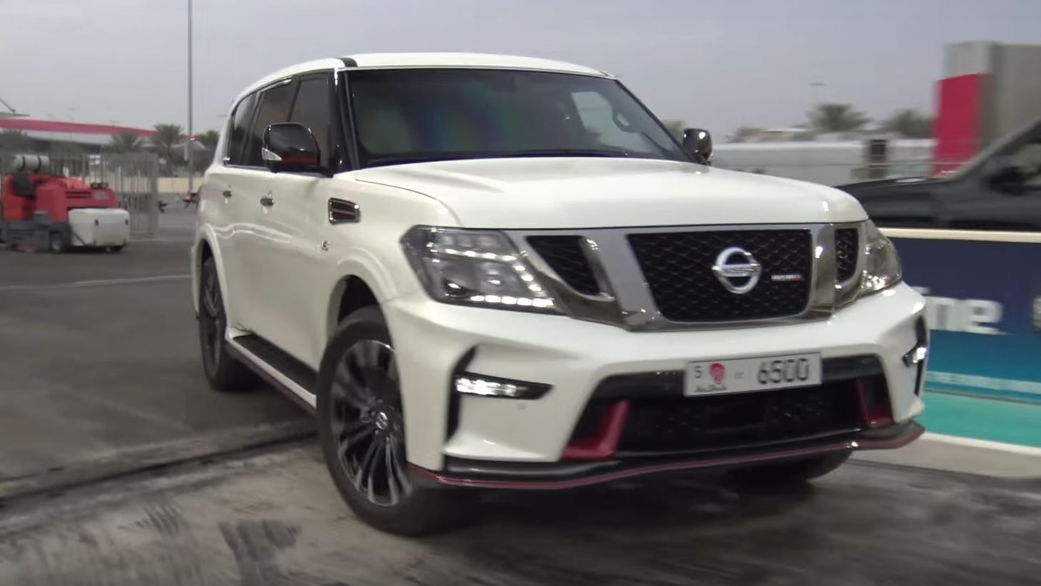 2017 nissan patrol nismo drag racing will leave you confused autoevolution. Black Bedroom Furniture Sets. Home Design Ideas