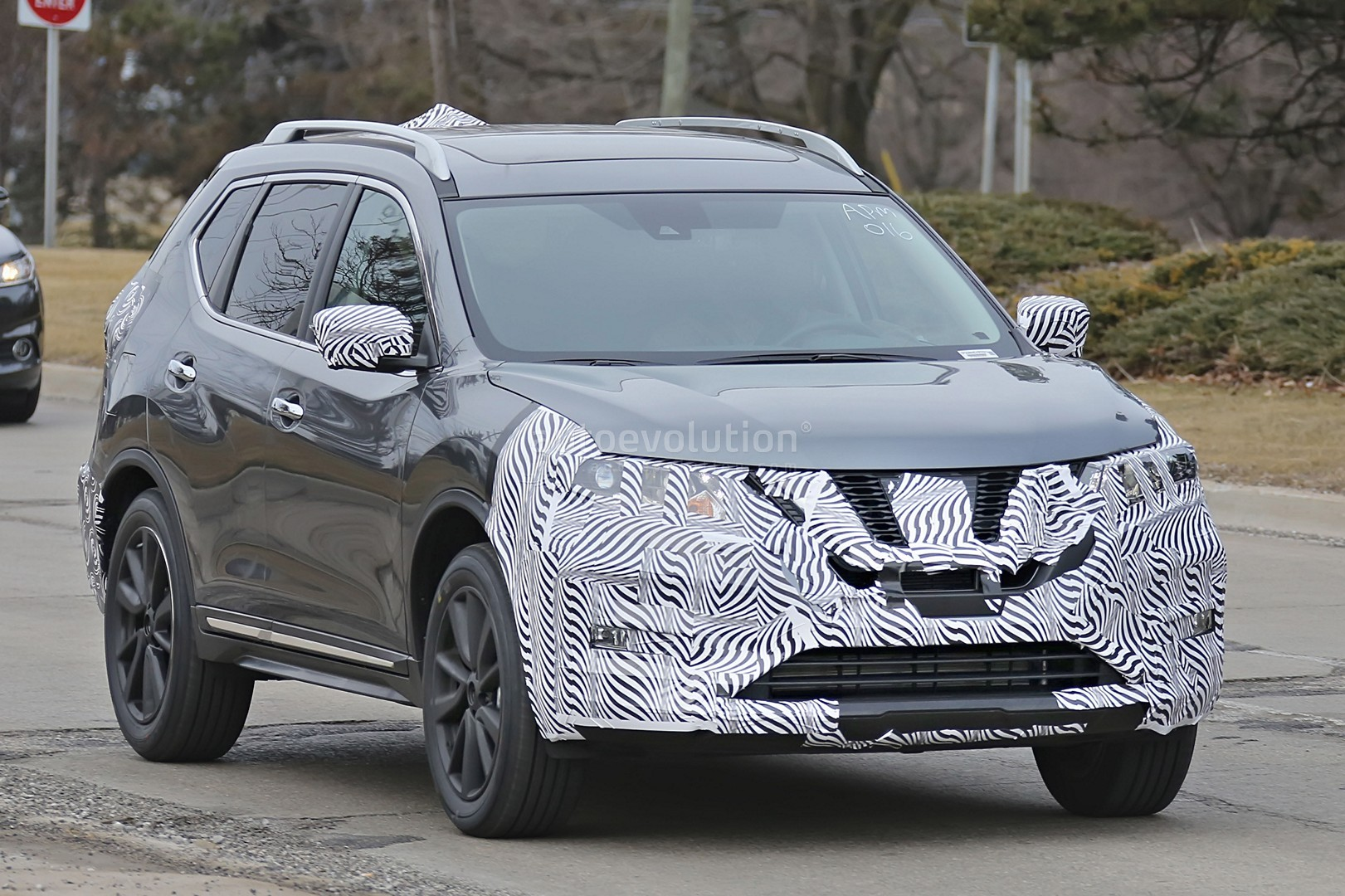 2017 Nissan Rogue Spied With Cosmetic Updates
