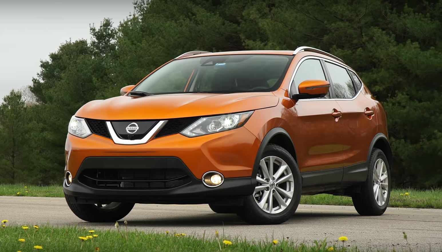 2017 Nissan Rogue Sport Hits a Sweetspot Says Consumer ...