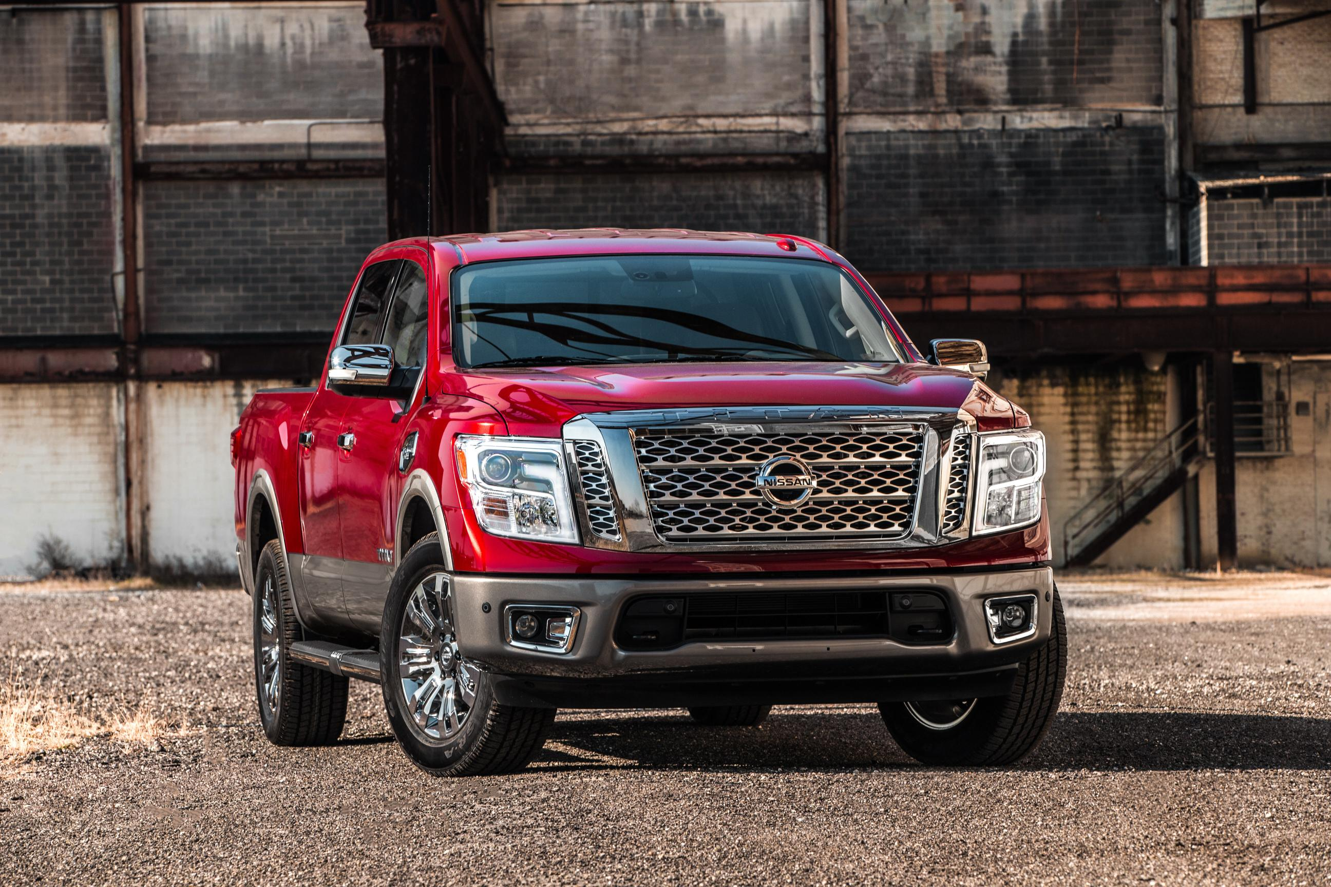 2017 nissan titan half ton resembles bigger brother titan xd autoevolution. Black Bedroom Furniture Sets. Home Design Ideas