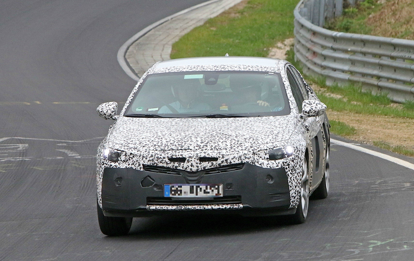 2017 opel insignia spied has opc wheels and cadillac brake calipers autoevolution. Black Bedroom Furniture Sets. Home Design Ideas