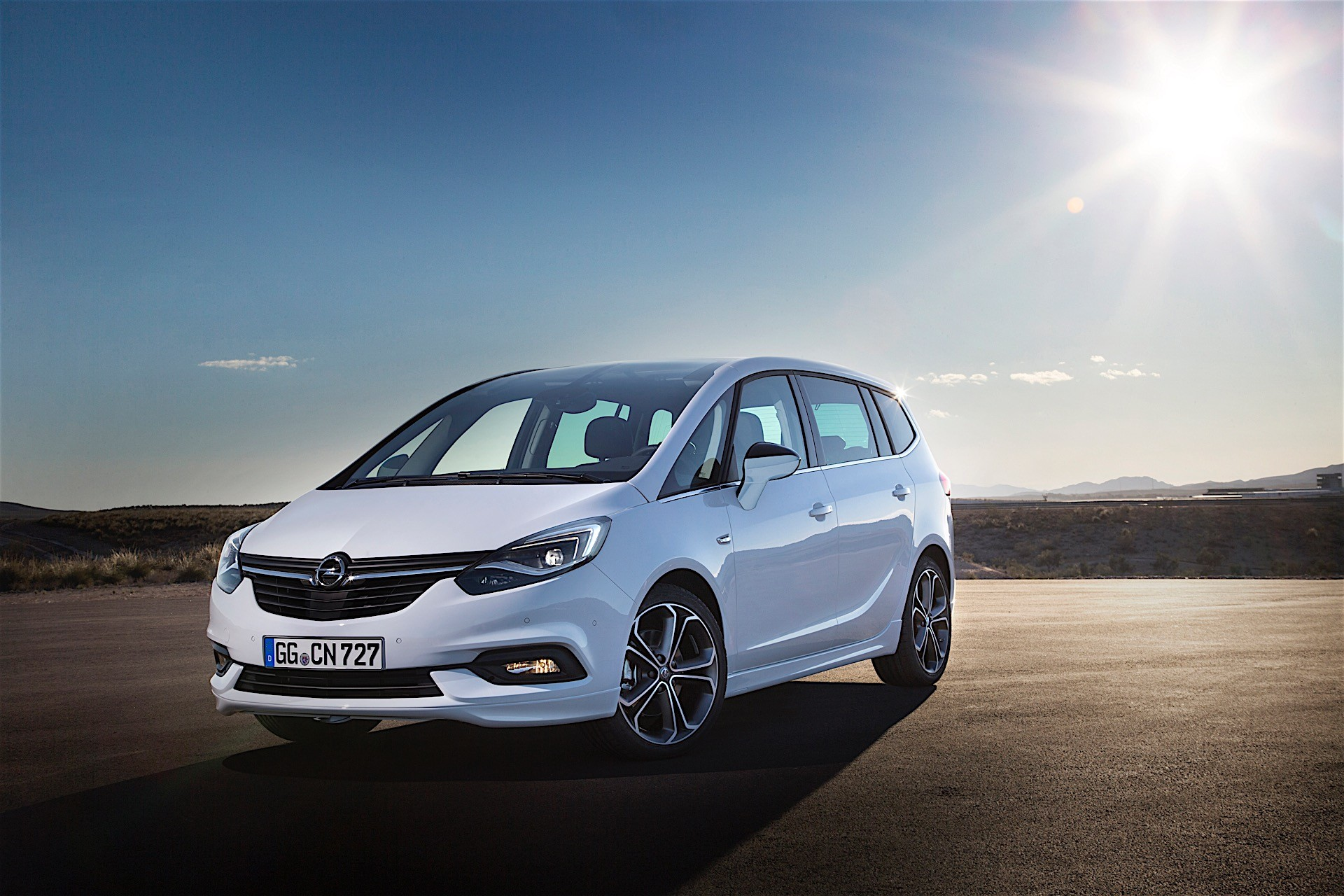 opel zafira tourer with 200 hp turbo sounds absurdly awesome autoevolution. Black Bedroom Furniture Sets. Home Design Ideas